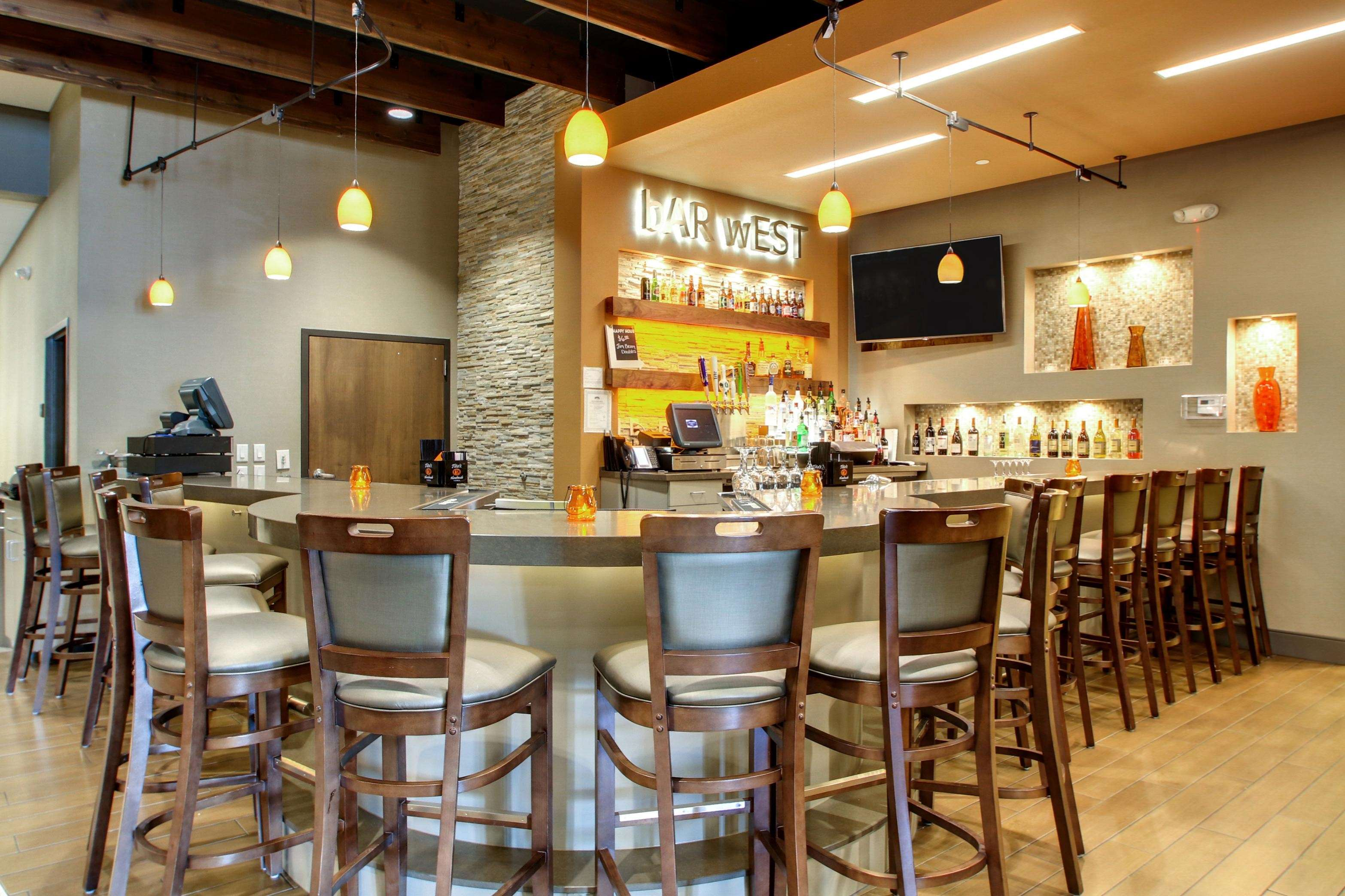 Hampton Inn & Suites Milwaukee West image 20