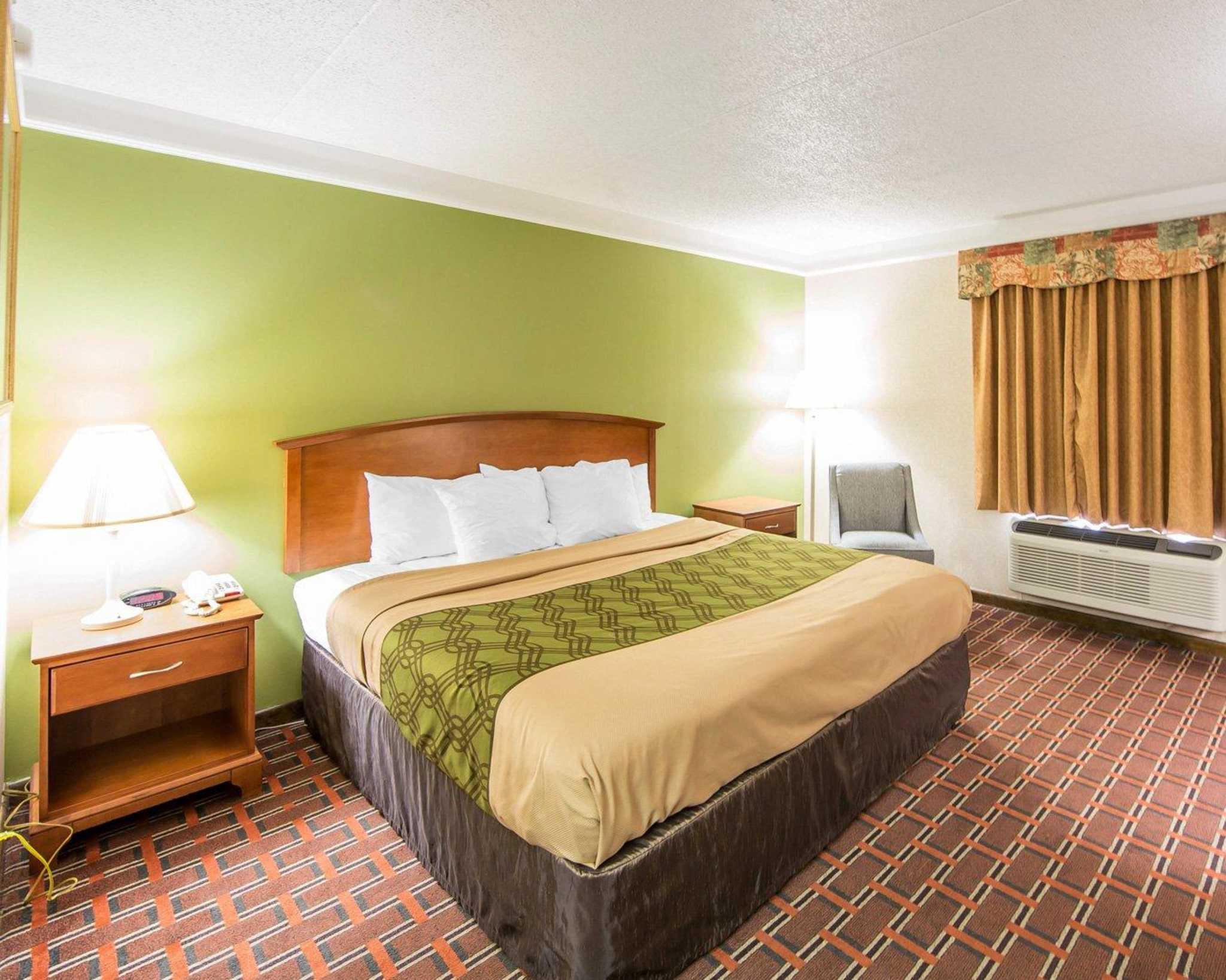 Econo Lodge North image 8