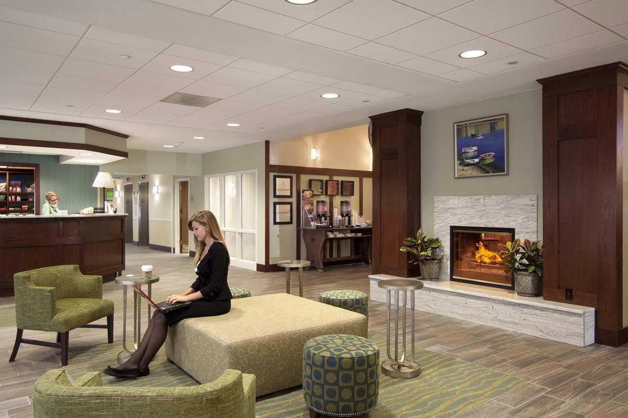 Hampton Inn & Suites Providence/Warwick-Airport image 2
