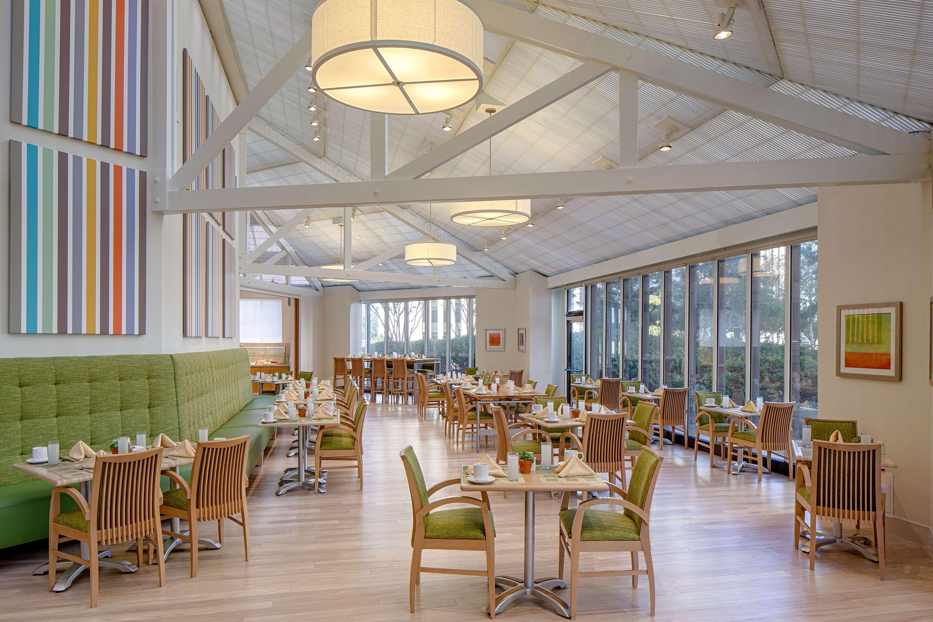 DoubleTree by Hilton Hotel Houston - Greenway Plaza image 11