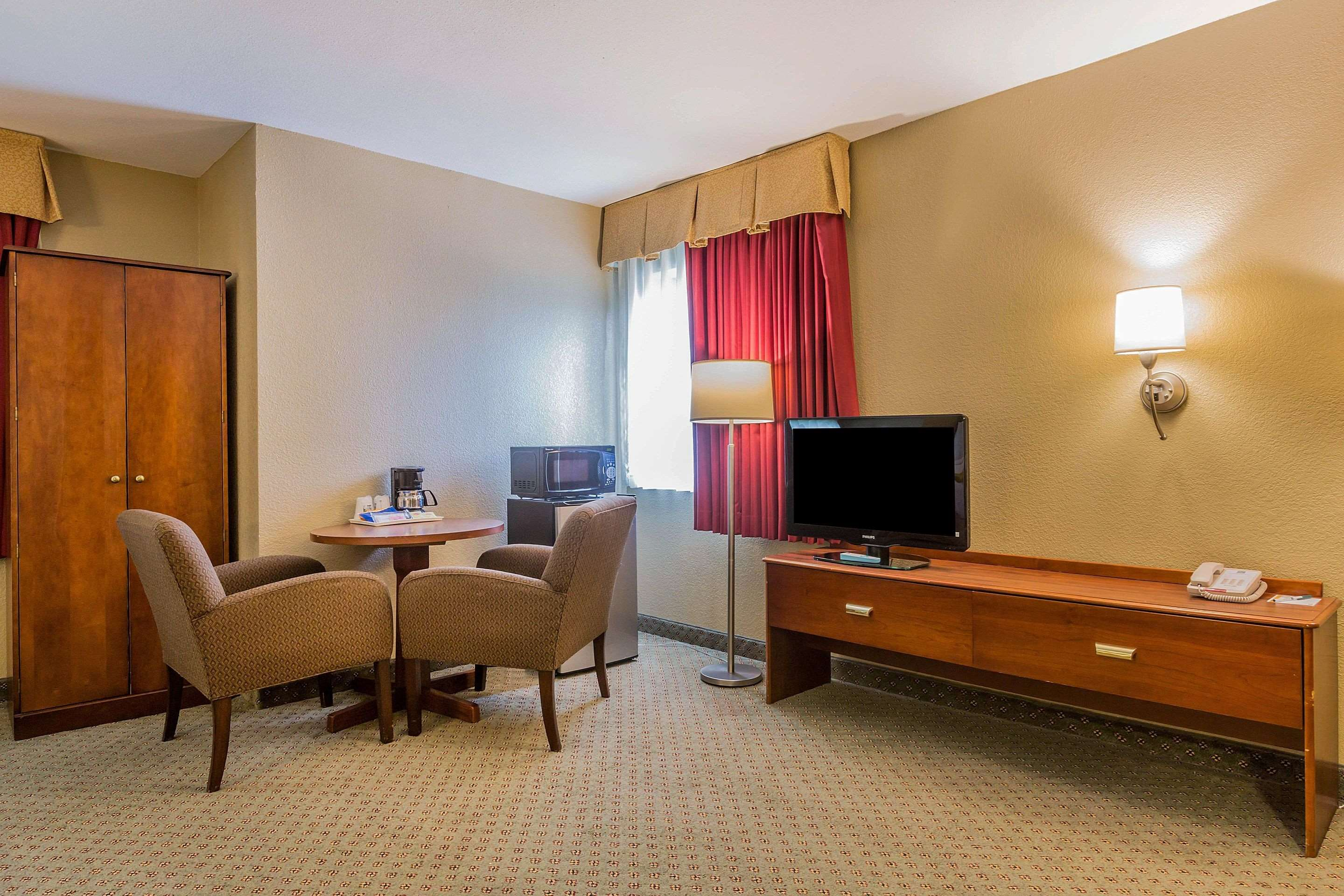 Well-equipped suite