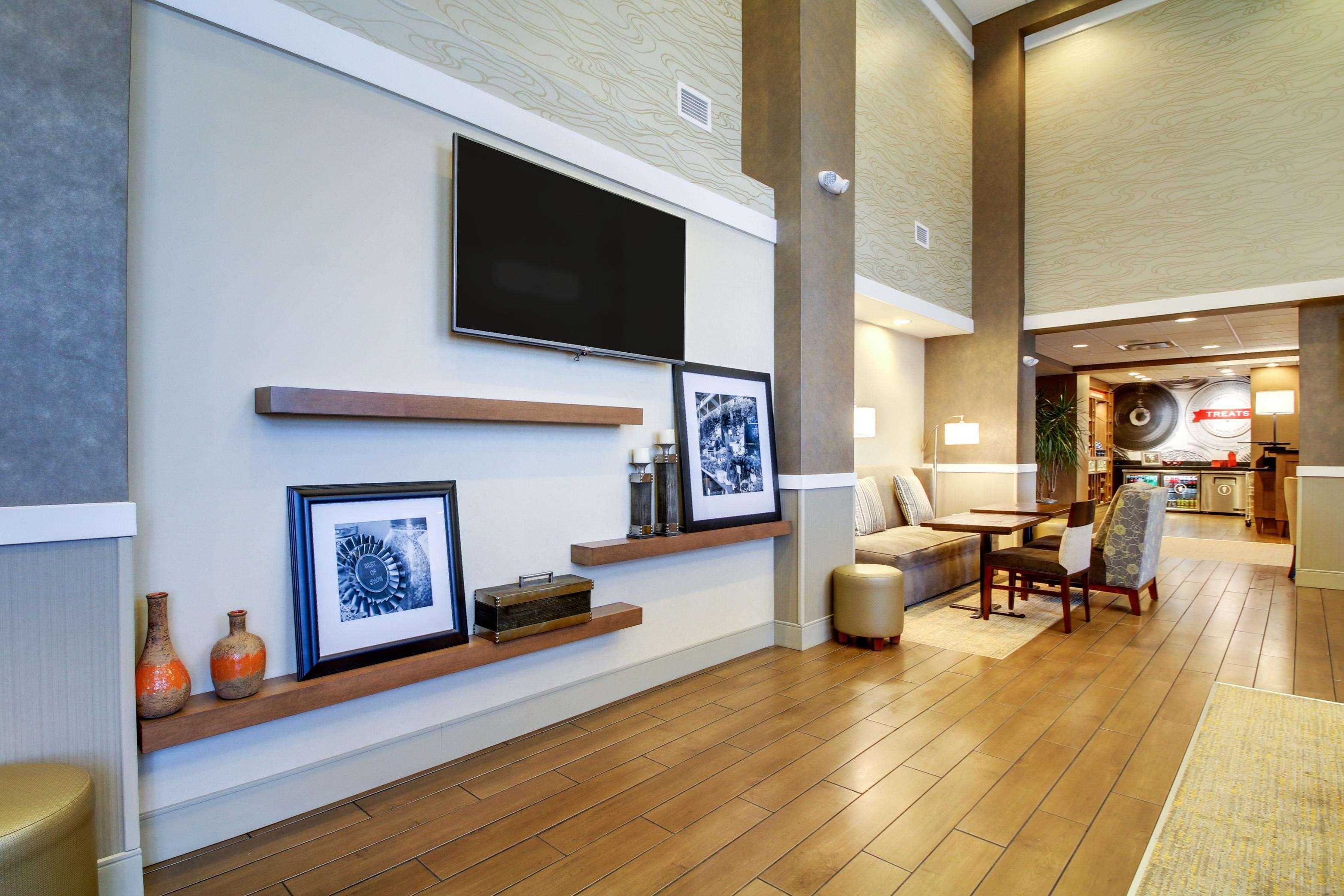 Hampton Inn & Suites Milwaukee West image 21