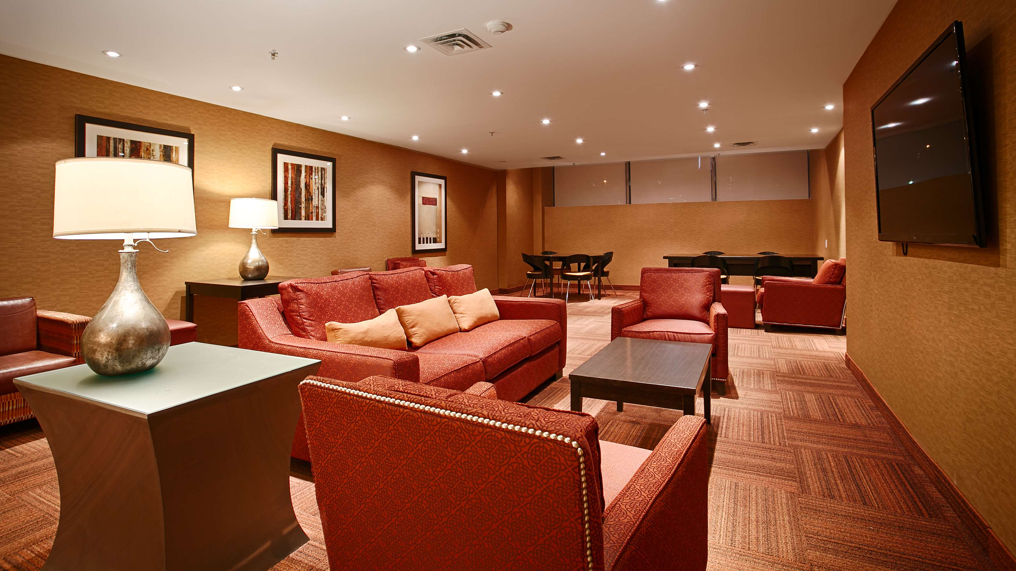 Best western plus montreal downtown hotel europa montreal for Bureau plus montreal