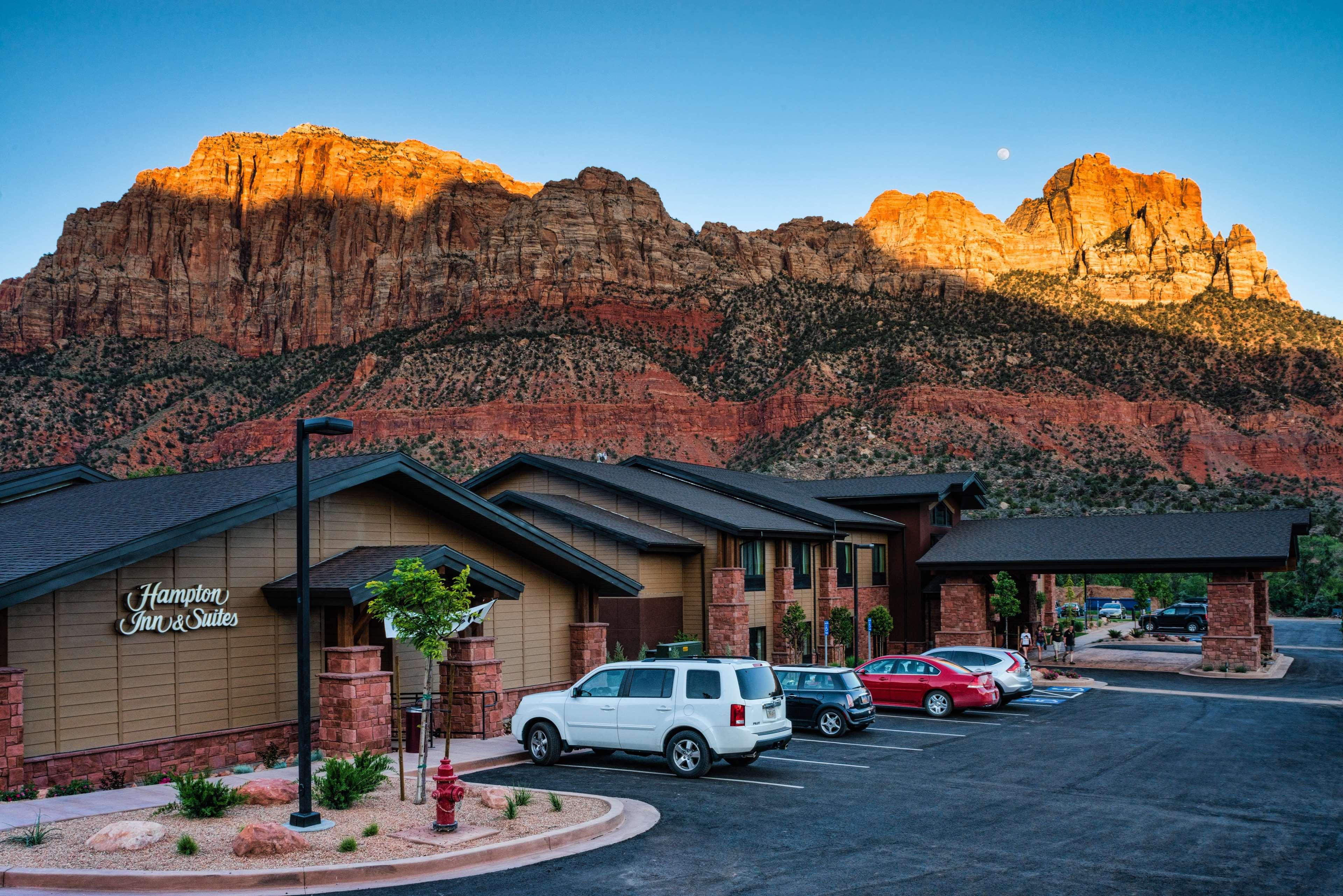Hampton Inn & Suites Springdale/Zion National Park image 1