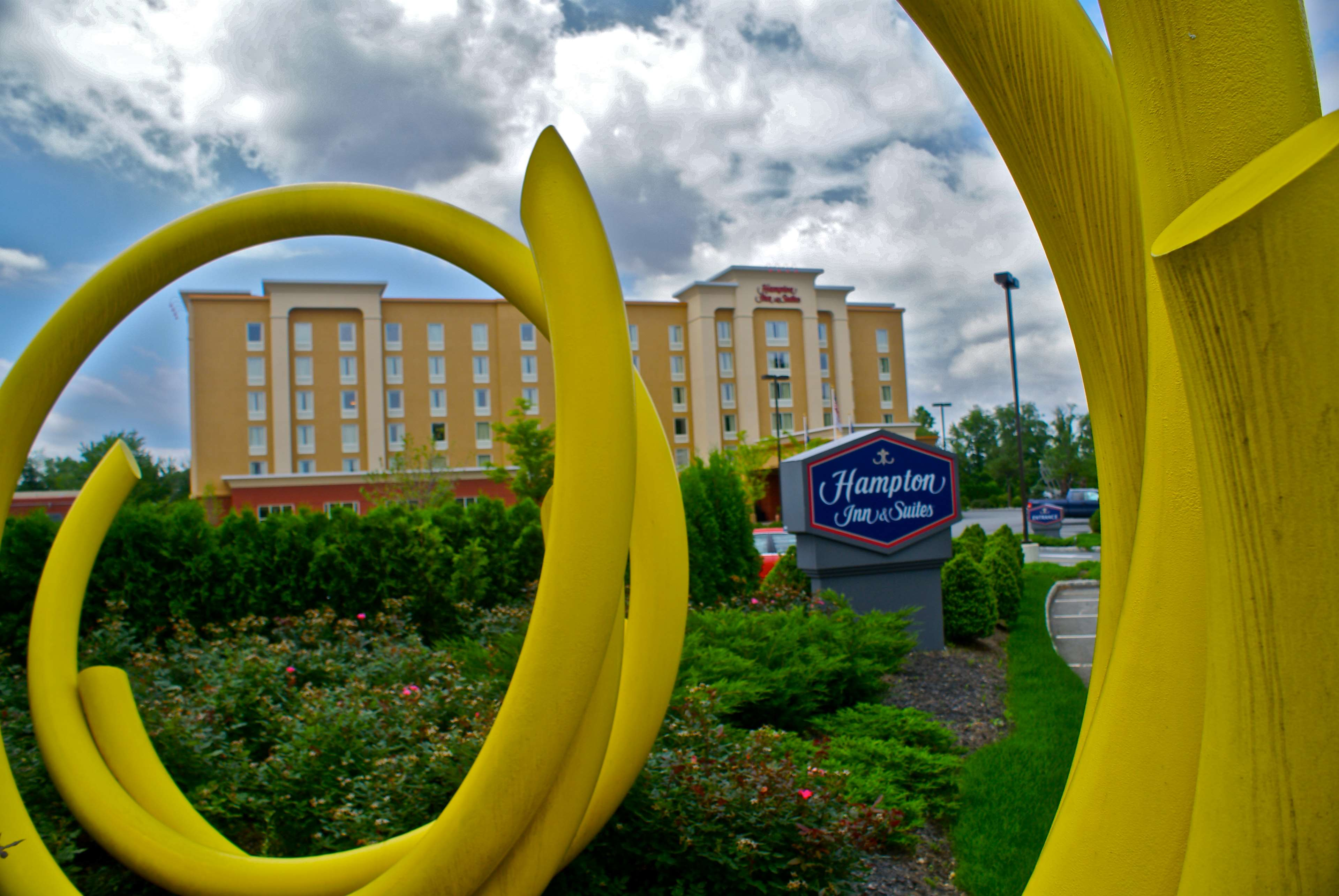 Hampton Inn & Suites Staten Island image 1