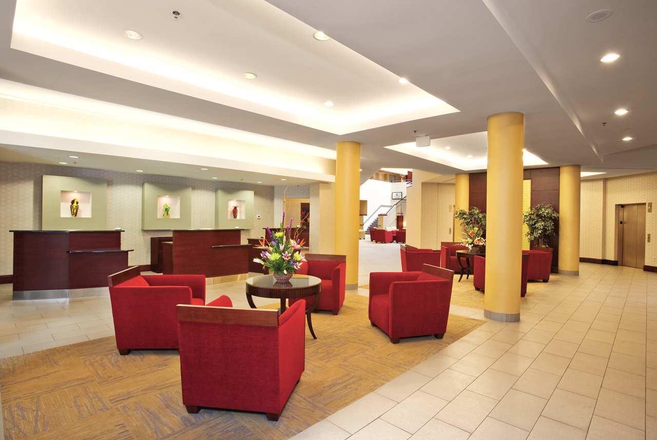 Embassy Suites by Hilton Detroit Troy Auburn Hills image 2