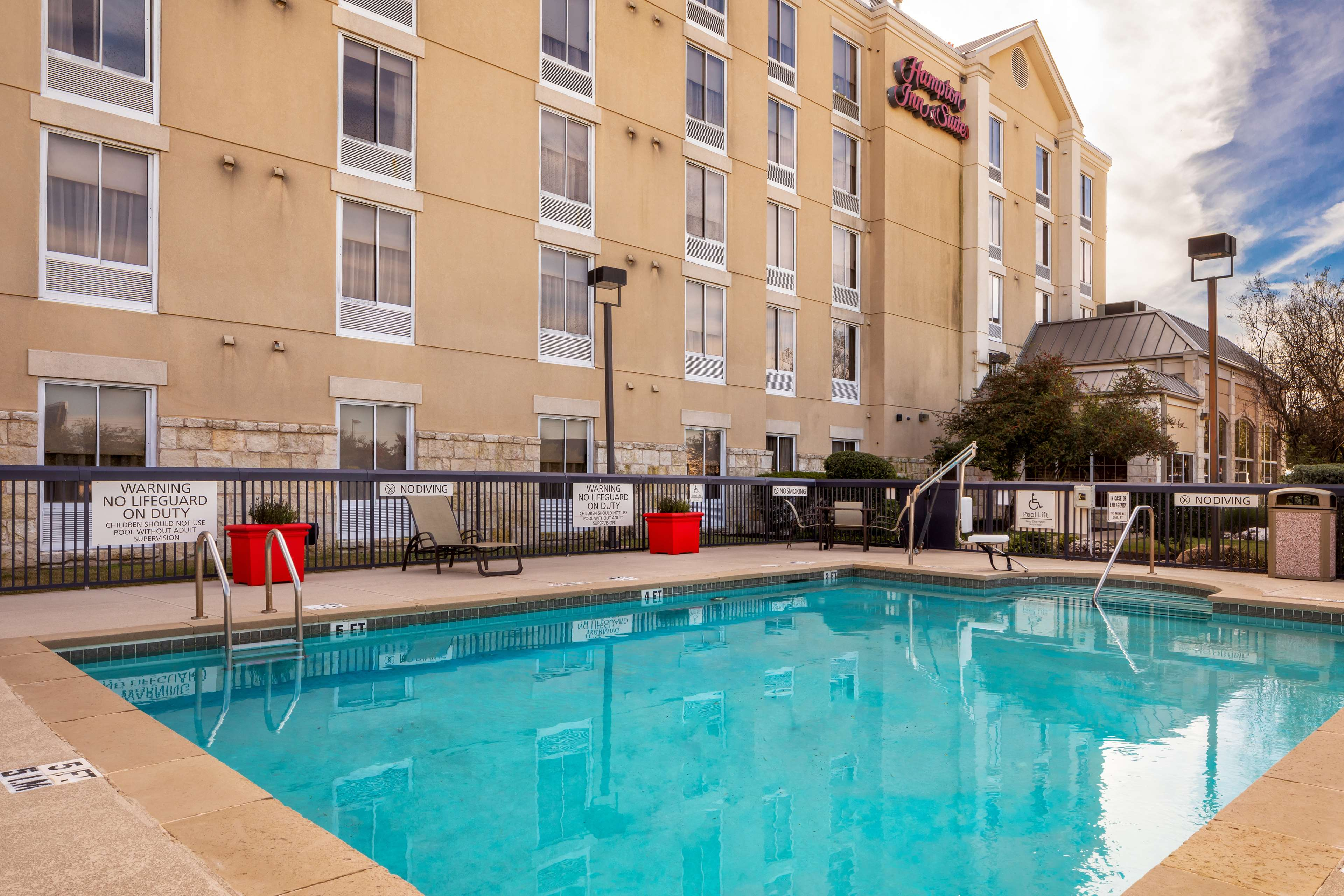 Hampton Inn & Suites Austin-Airport image 16