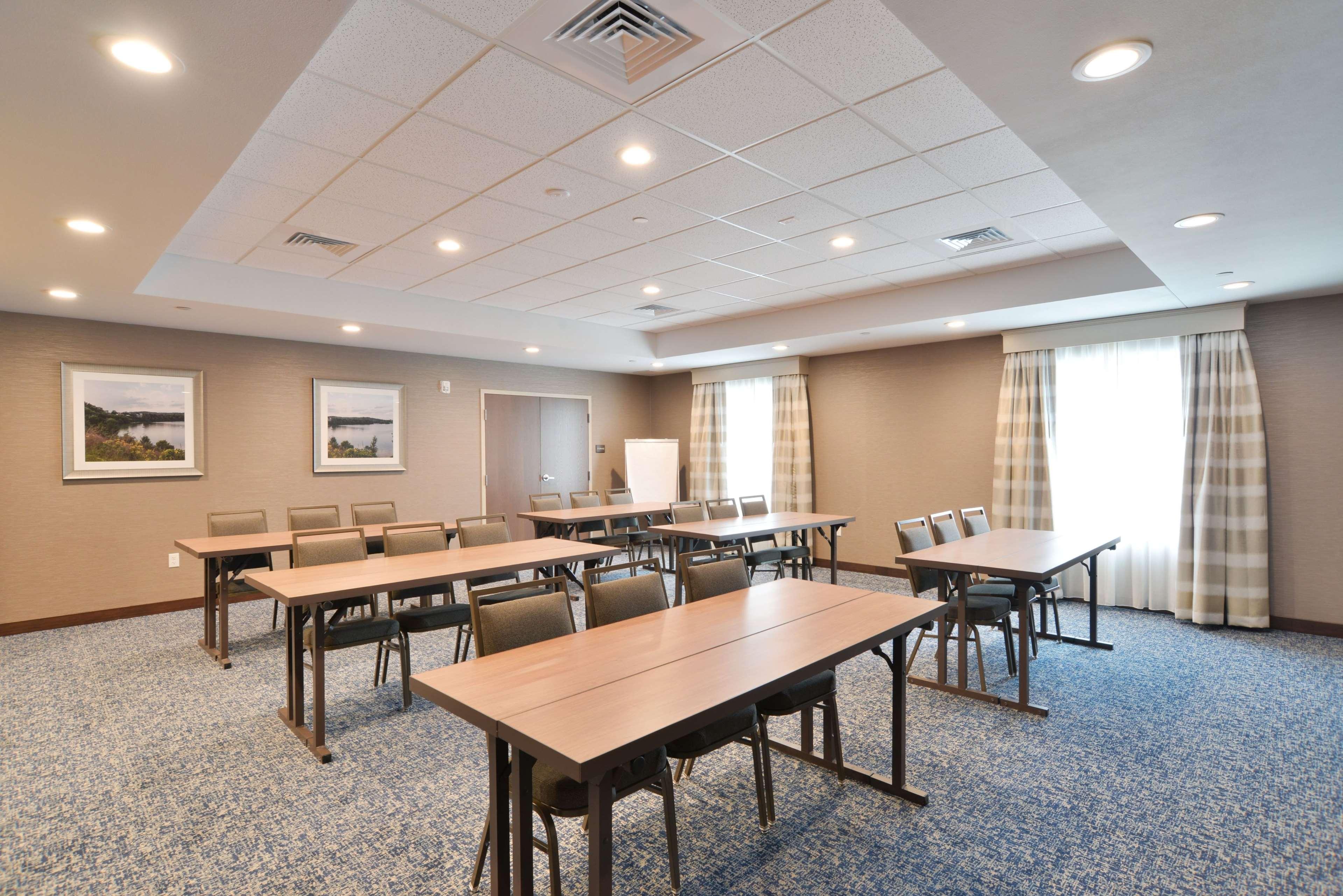 Hampton Inn & Suites Menomonie-UW Stout image 21