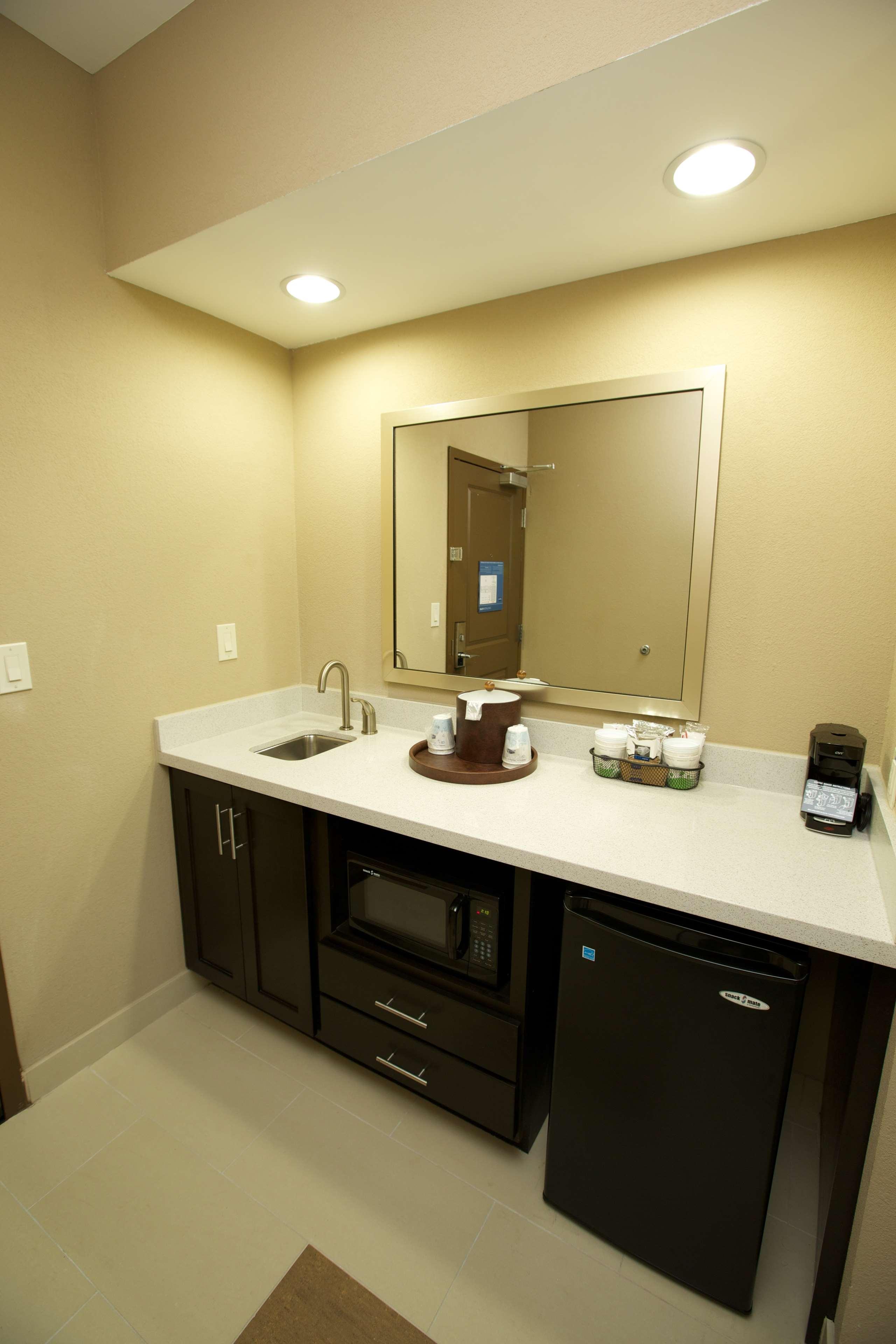 Hampton Inn & Suites Missouri City, TX image 35