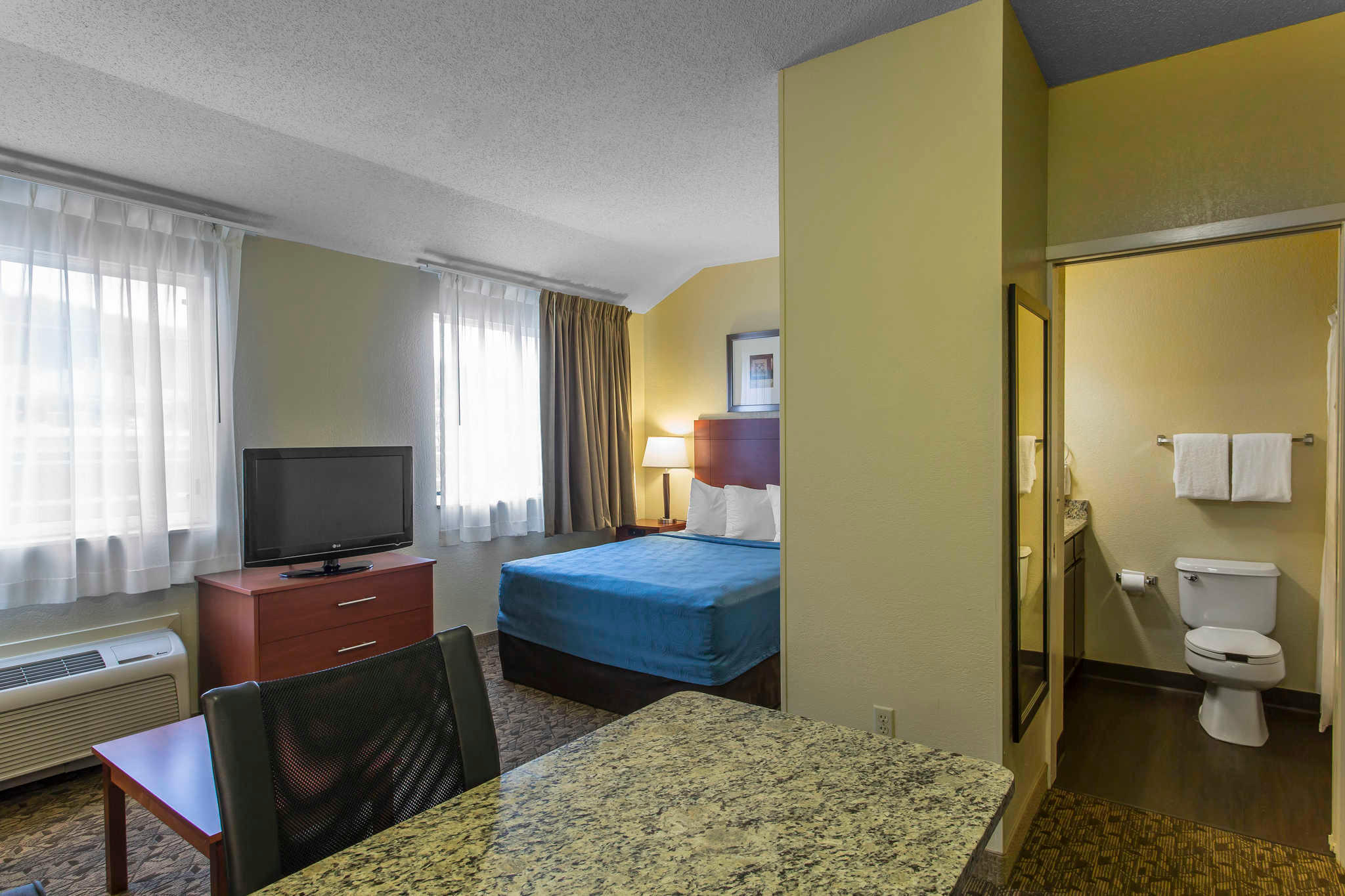 MainStay Suites image 11