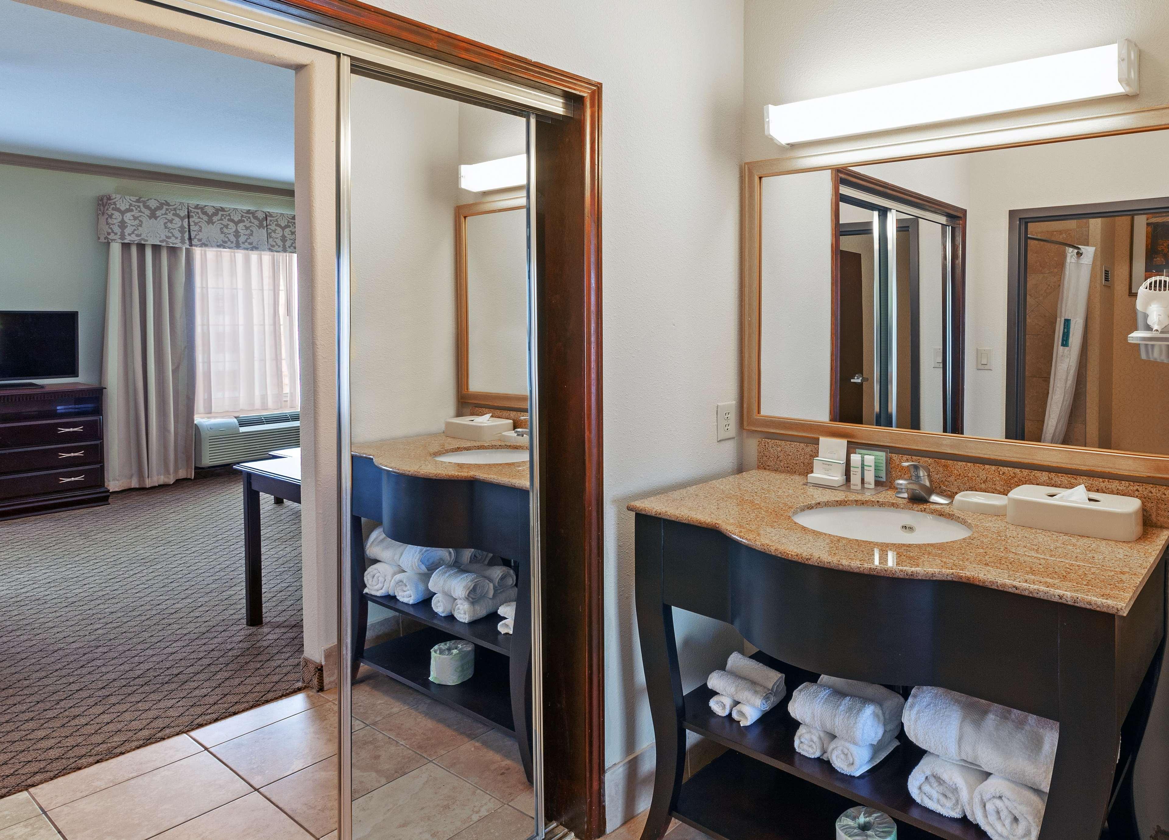 Hampton Inn & Suites Galveston image 28