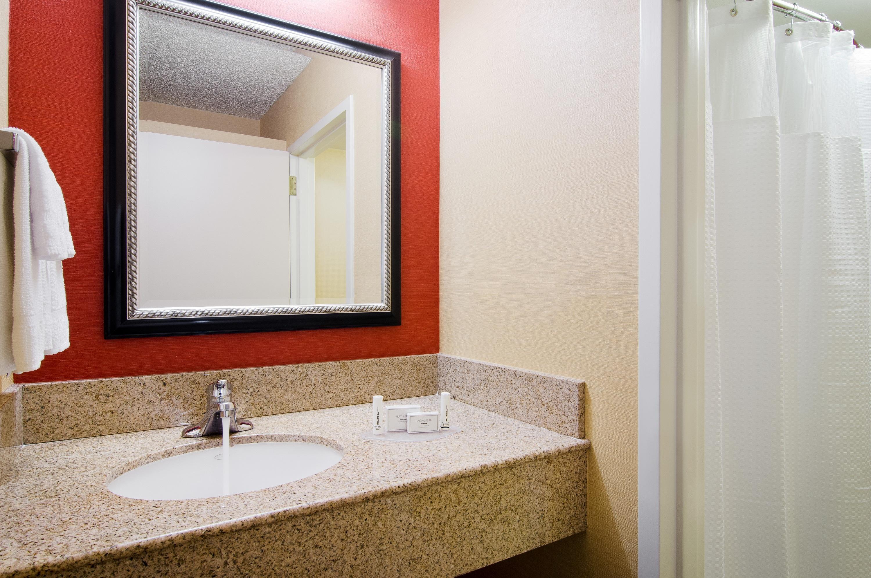 Courtyard Irvine John Wayne Airport/Orange County Suite Bathroom