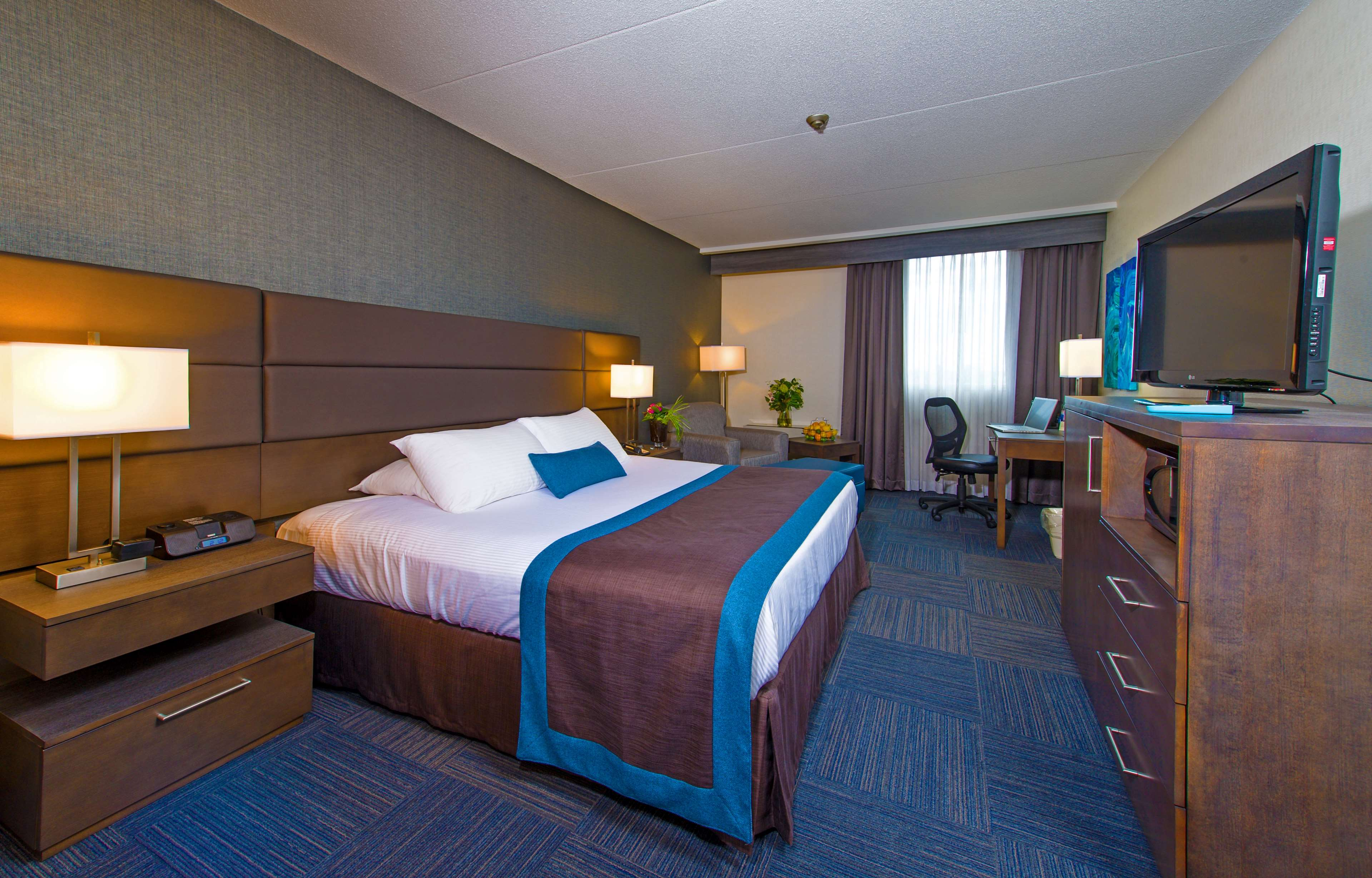Best western plus toronto airport hotel mississauga on for Best hotel rooms