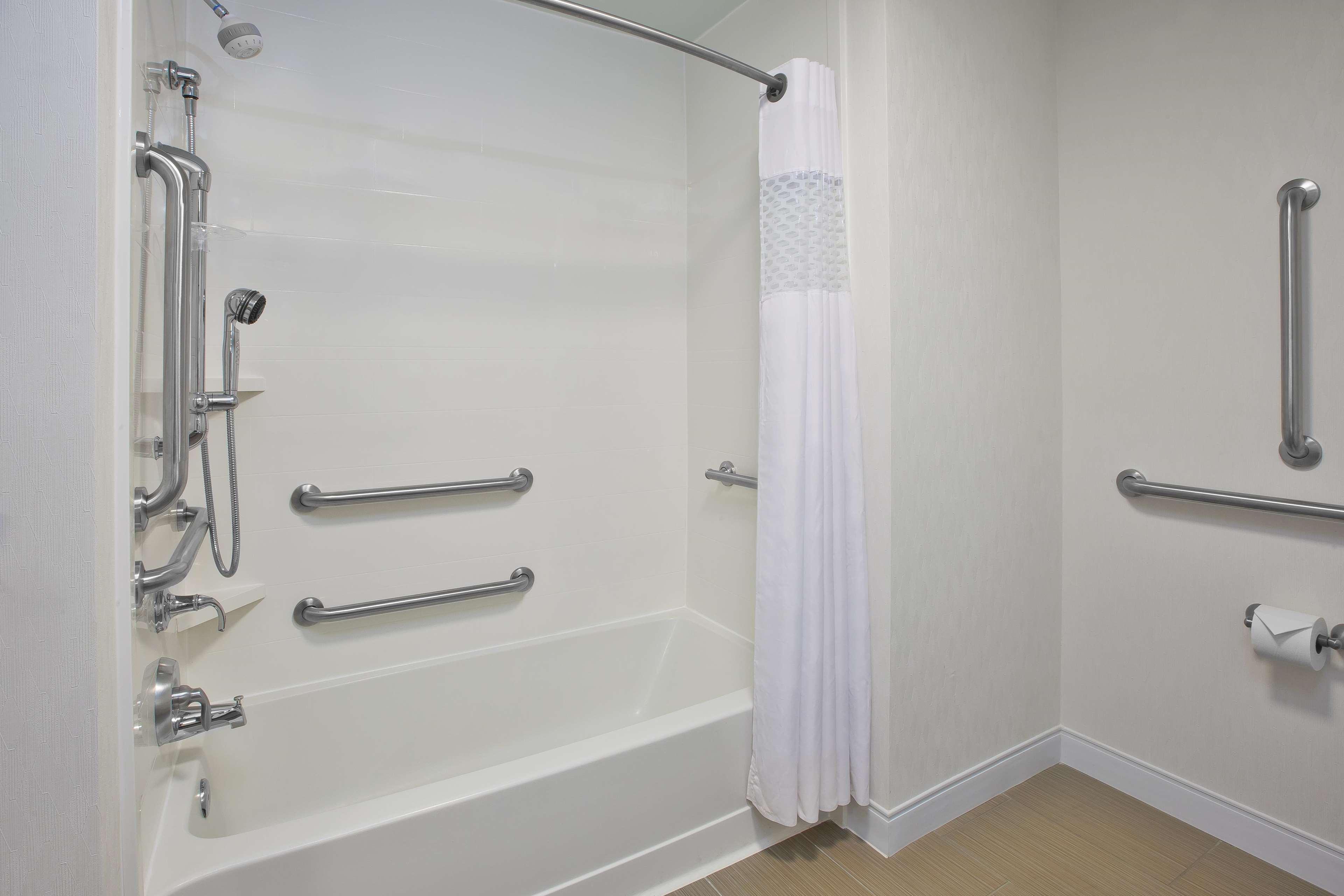 Hampton Inn & Suites Alliance image 16