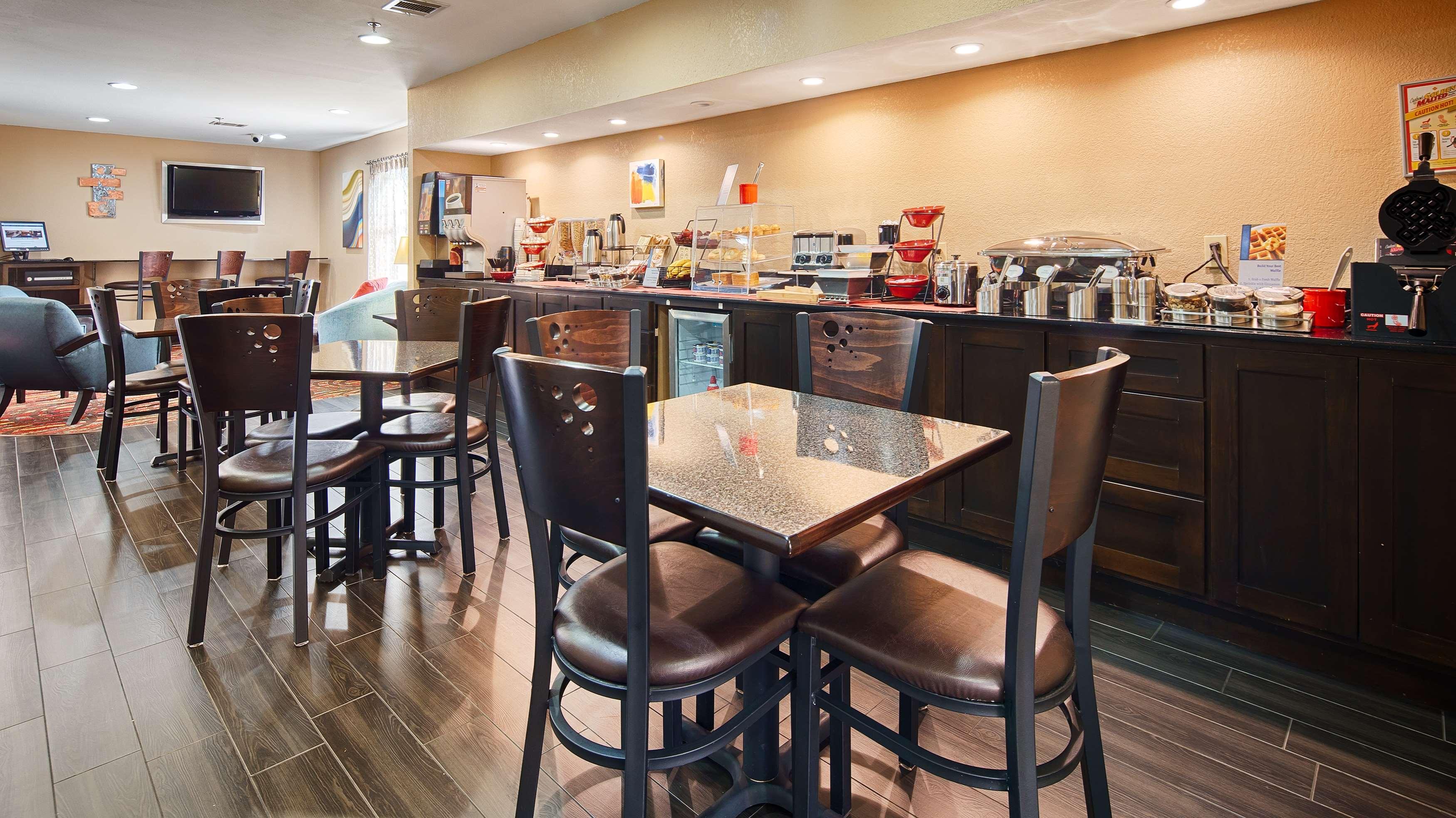Best Western Cedar Inn image 22