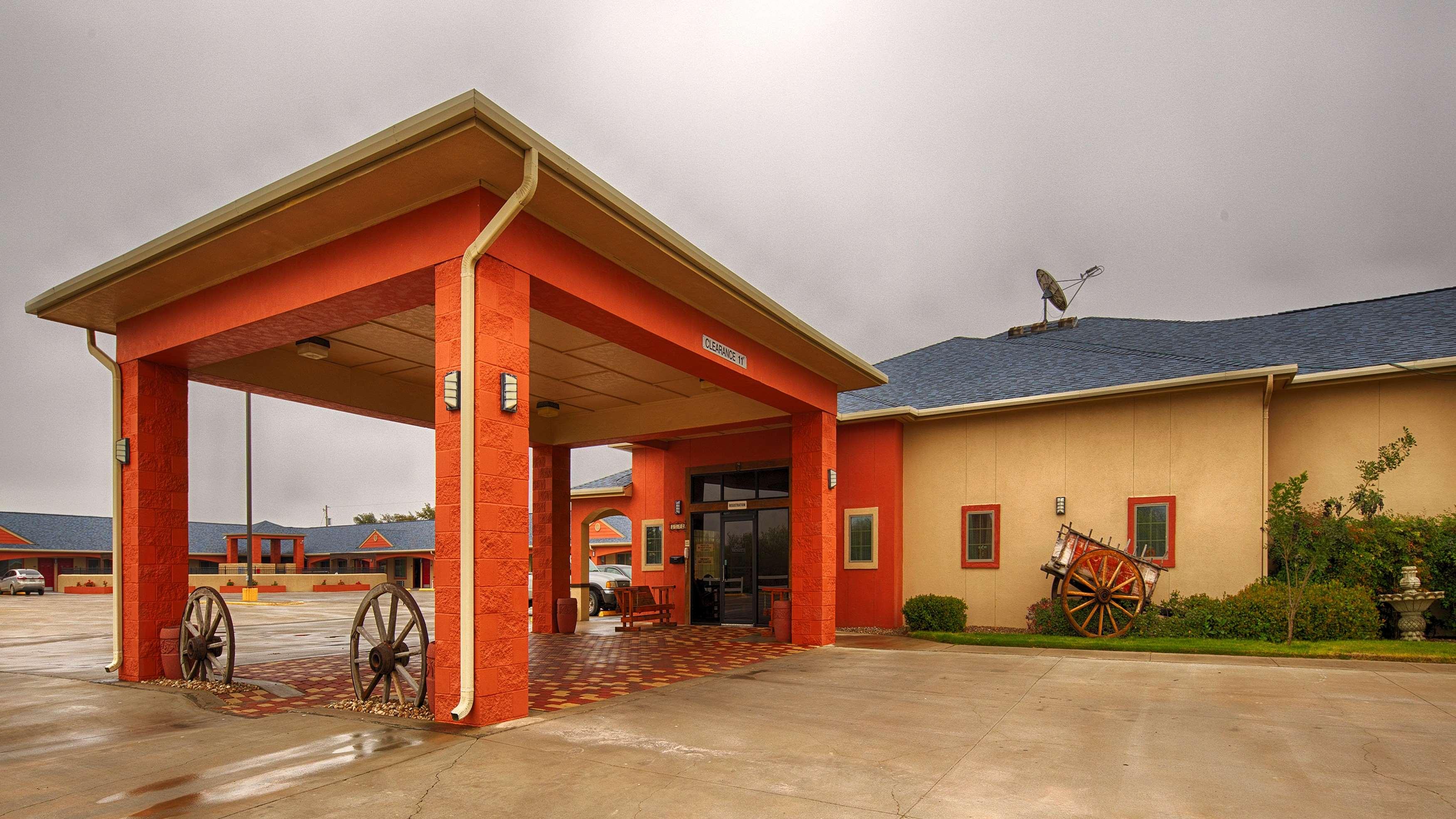 Best Western Windwood Inn & Suites image 2