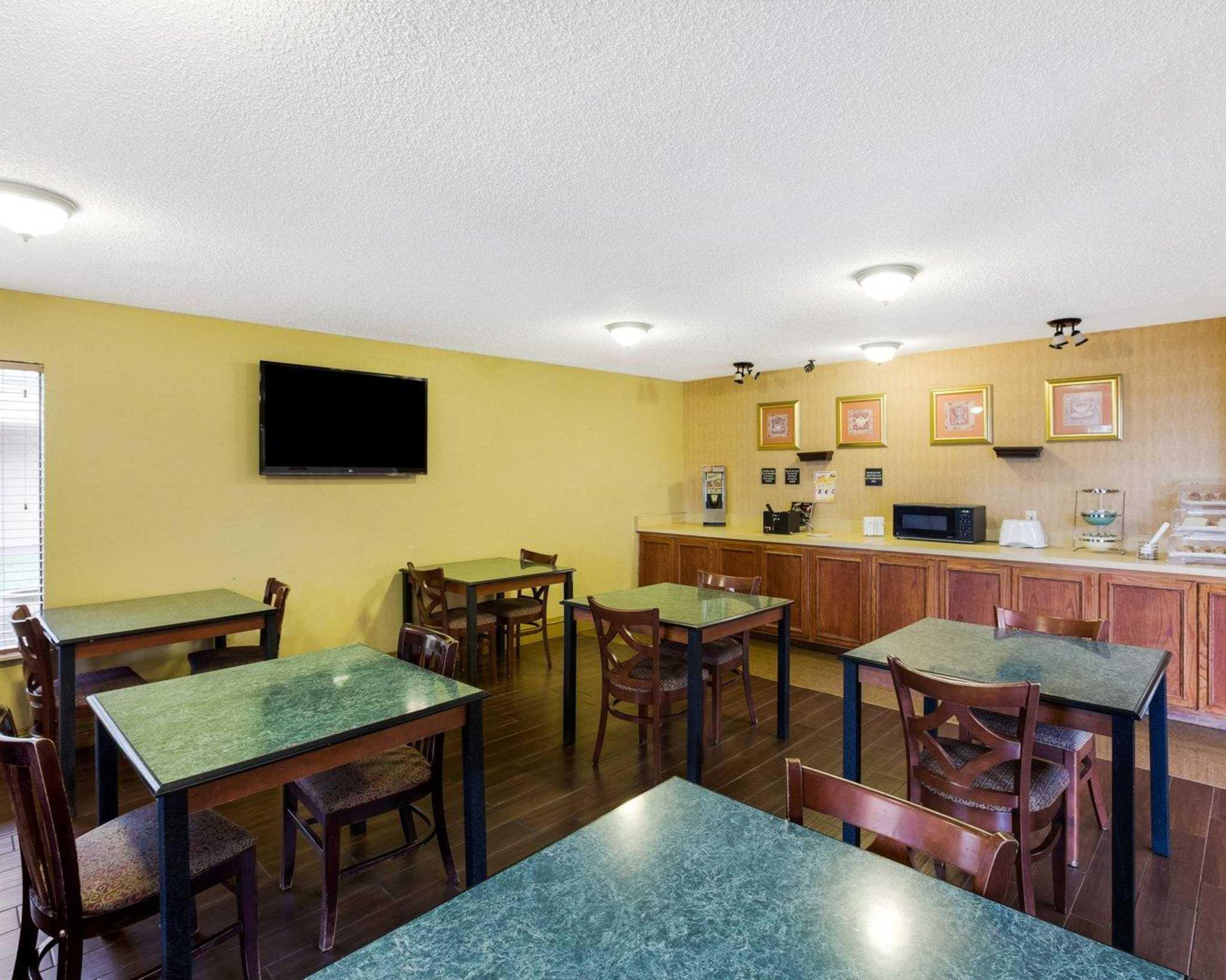 Rodeway Inn & Suites Fiesta Park image 28