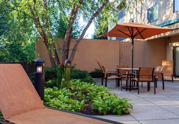 Courtyard by Marriott Grand Rapids Airport image 0