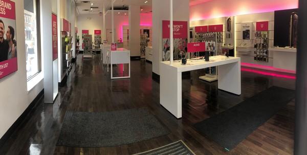 T Mobile Store At 1737 Chestnut Philadelphia Pa T Mobile
