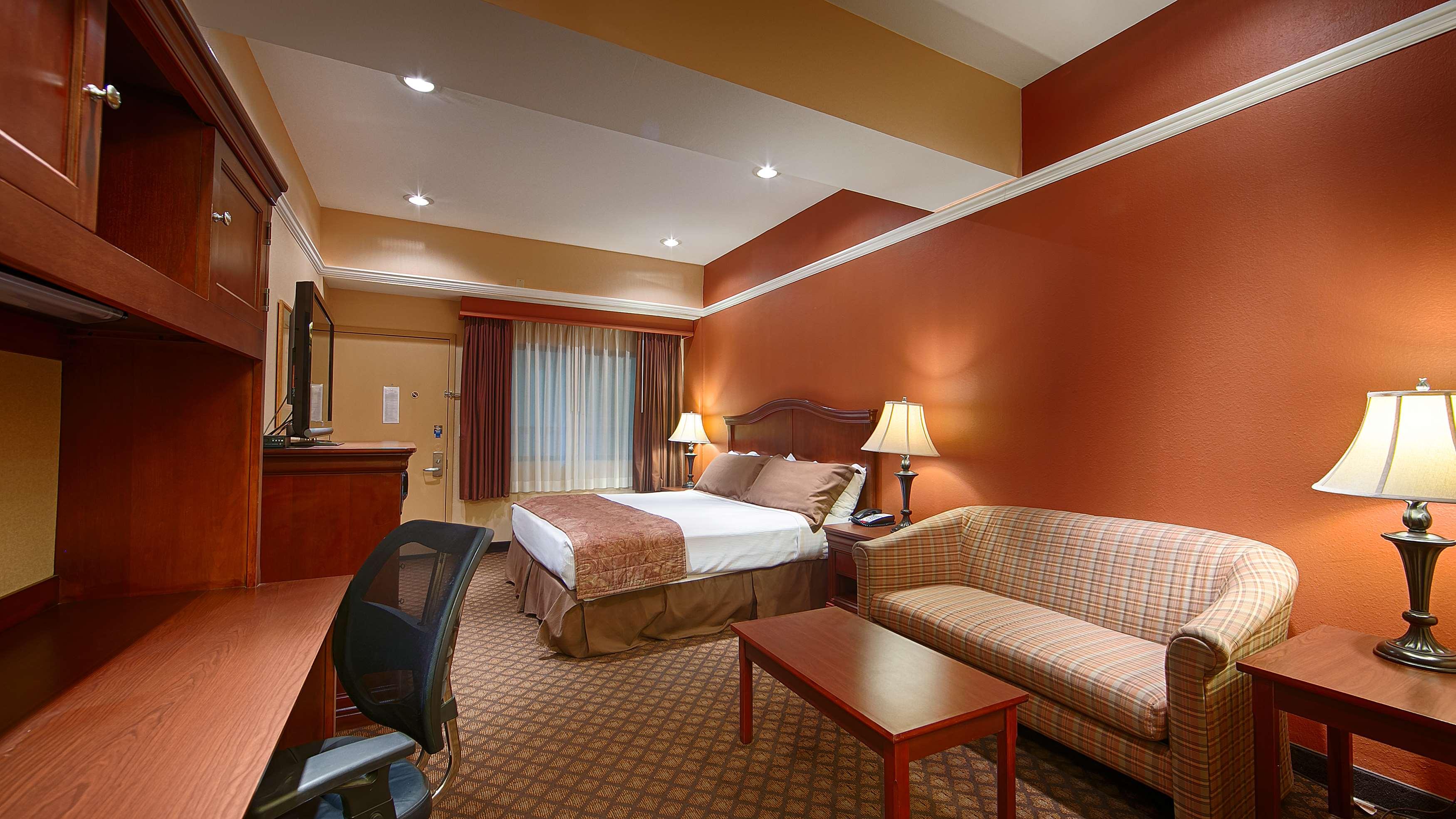 Best Western Plus Landing View Inn & Suites image 12
