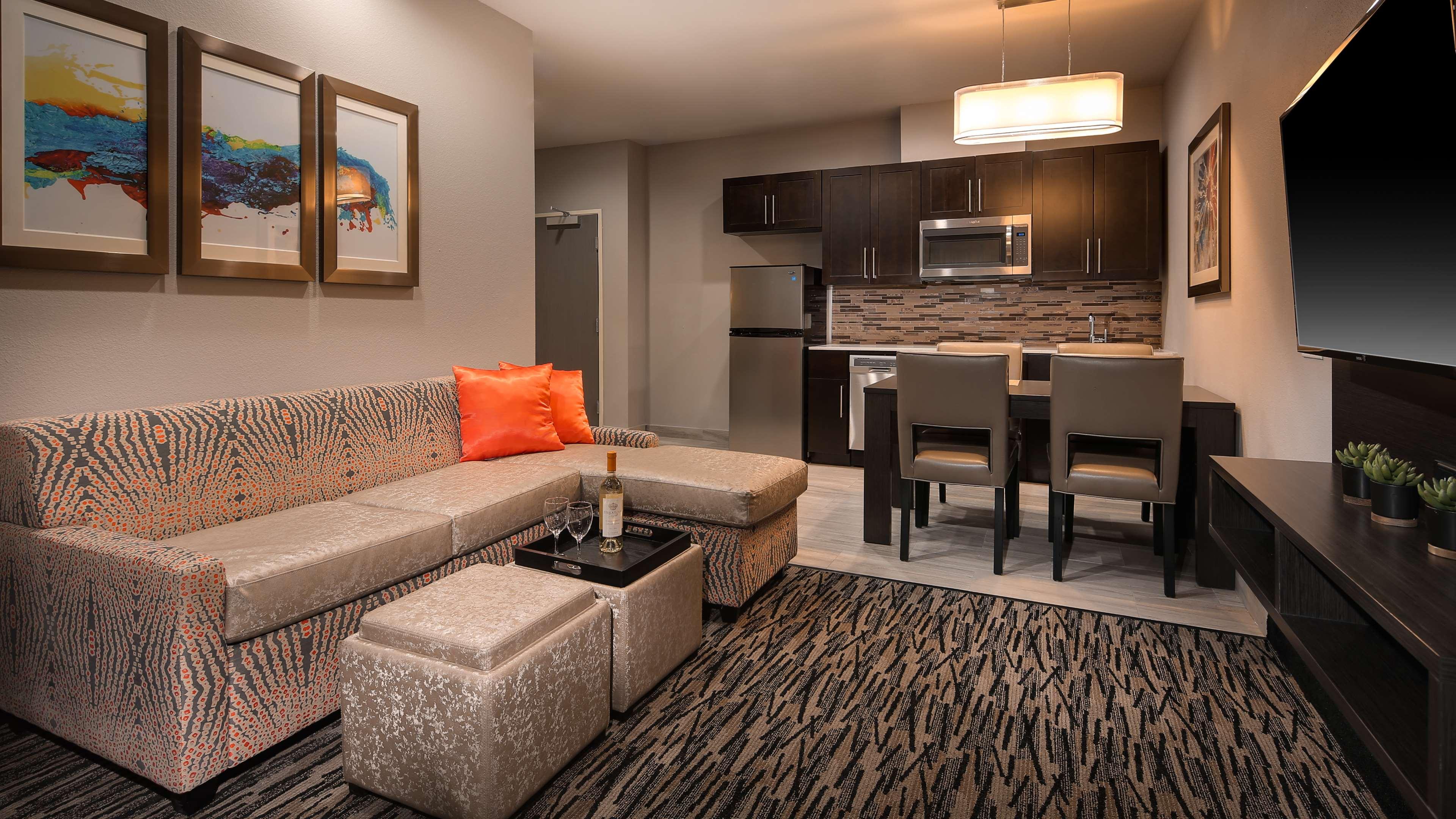 Best Western Plus Executive Residency Baytown image 41