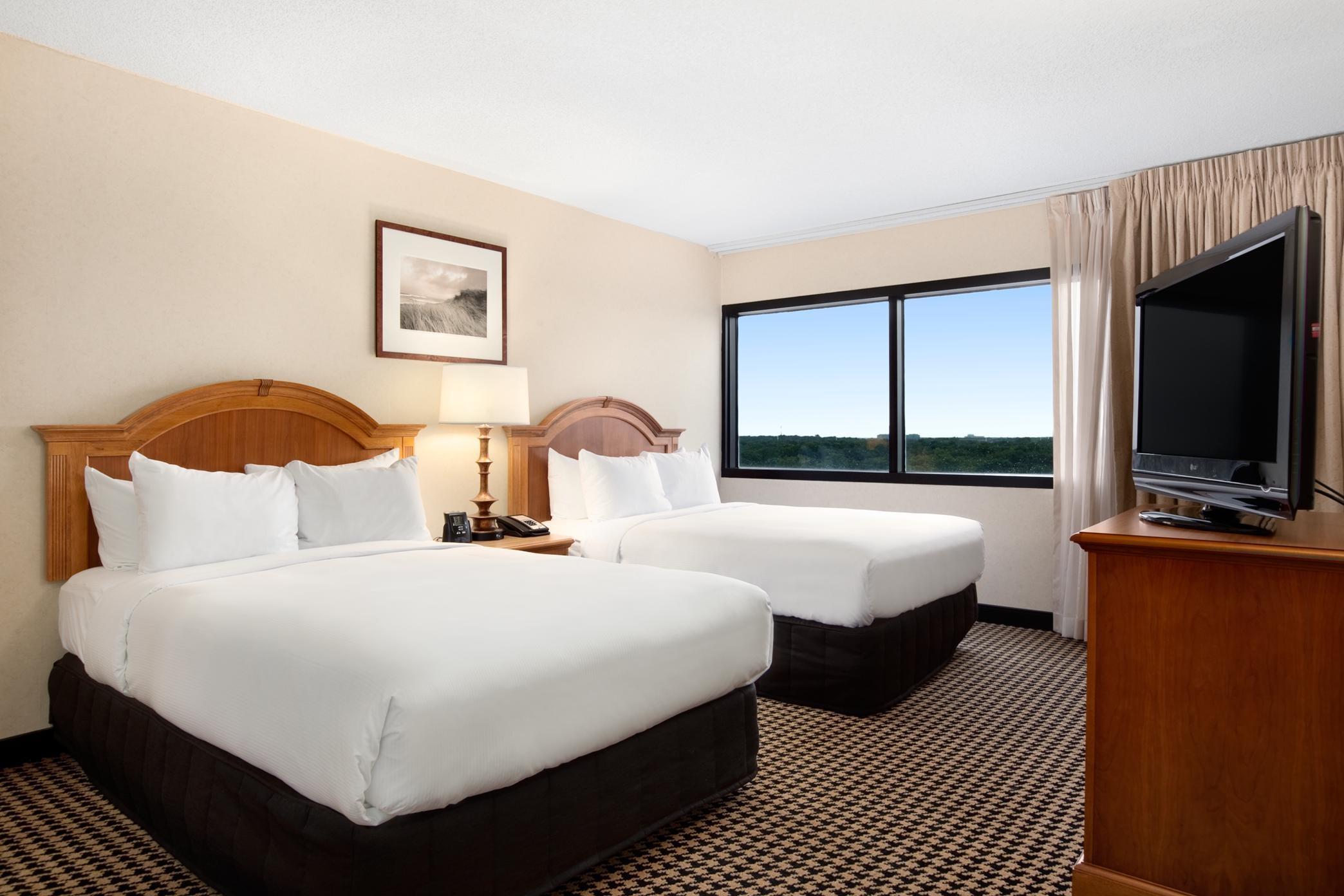 Hilton Chicago/Oak Brook Suites image 16