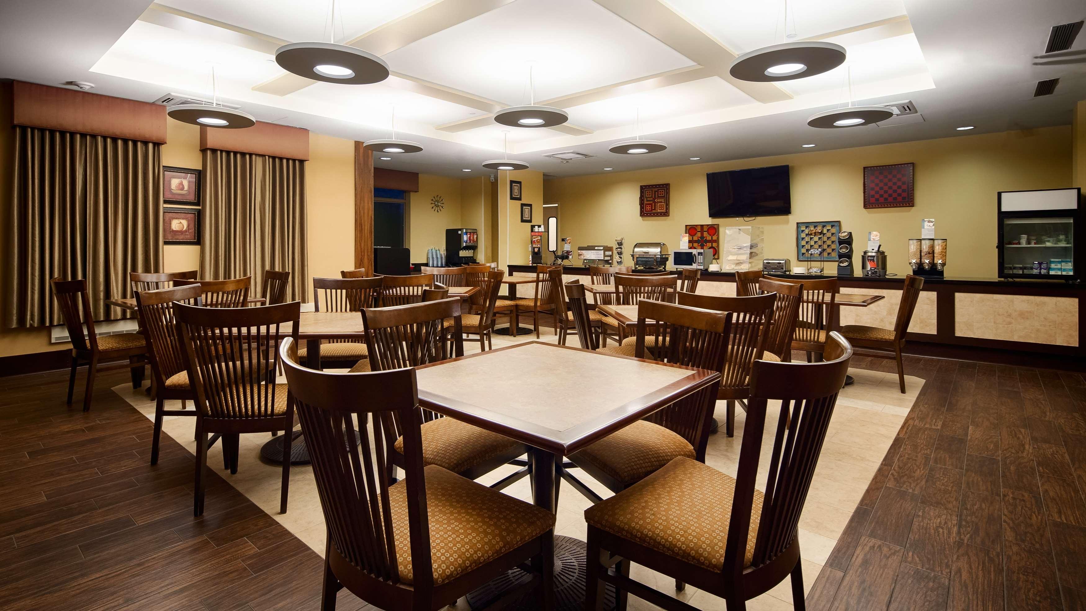Best Western Plus University Park Inn & Suites image 5