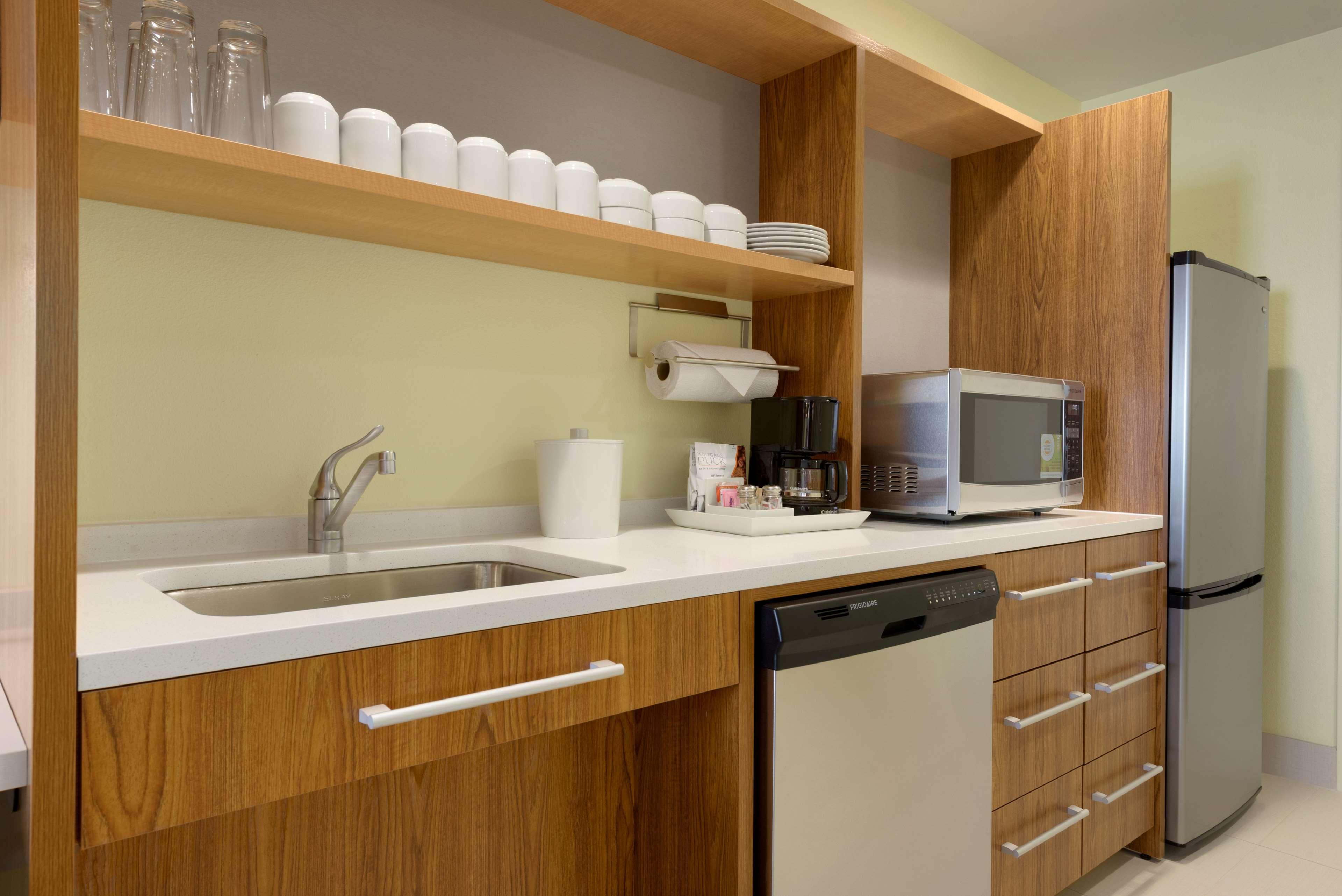 Home2 Suites by Hilton Roseville Minneapolis image 4