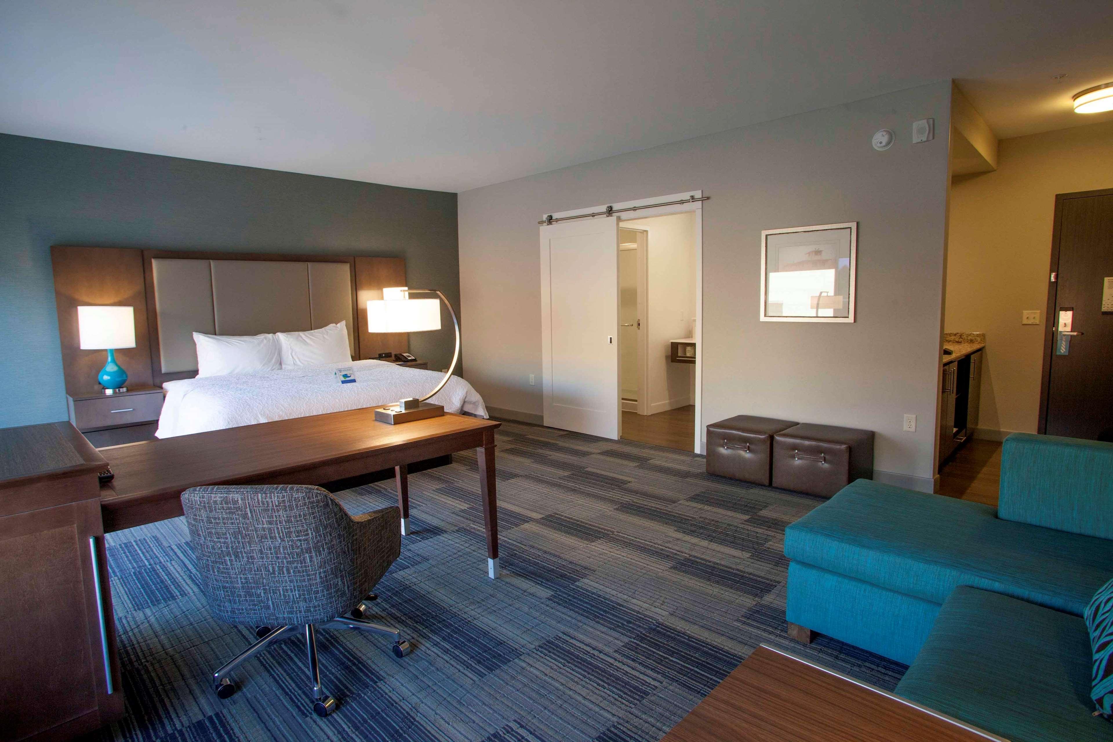 Hampton Inn & Suites Downtown St. Paul image 39