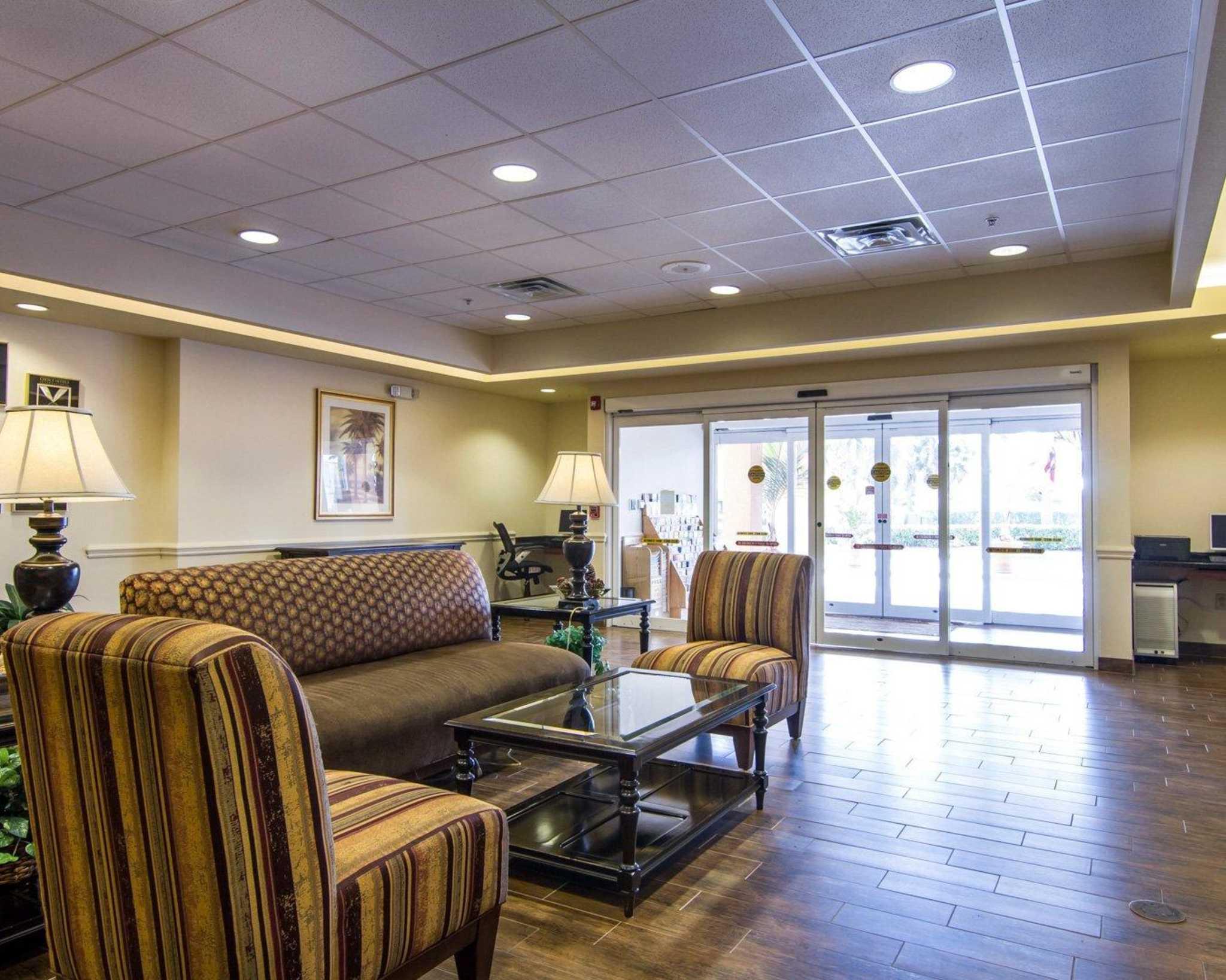 Comfort Inn & Suites Airport image 14