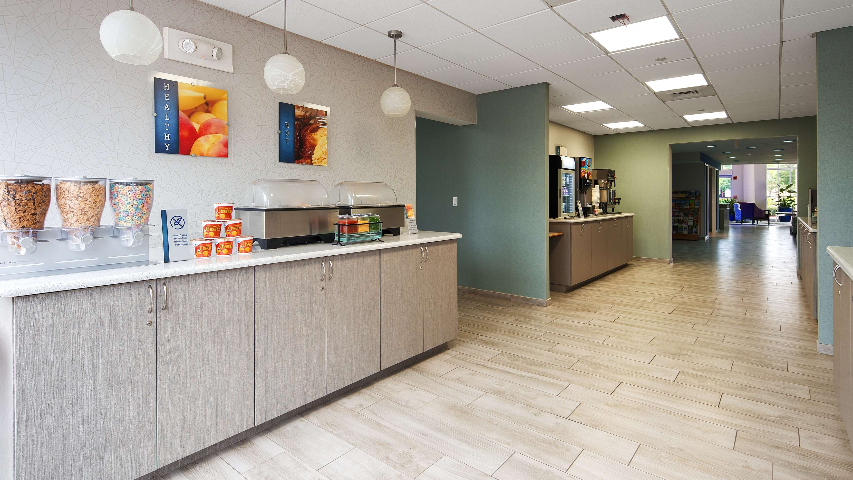Best Western Fort Myers Inn & Suites image 4