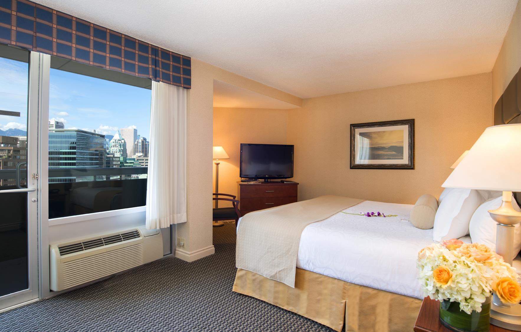 Best Western Plus Chateau Granville Hotel & Suites & Conference Ctr. in Vancouver: Queen Superior View Room