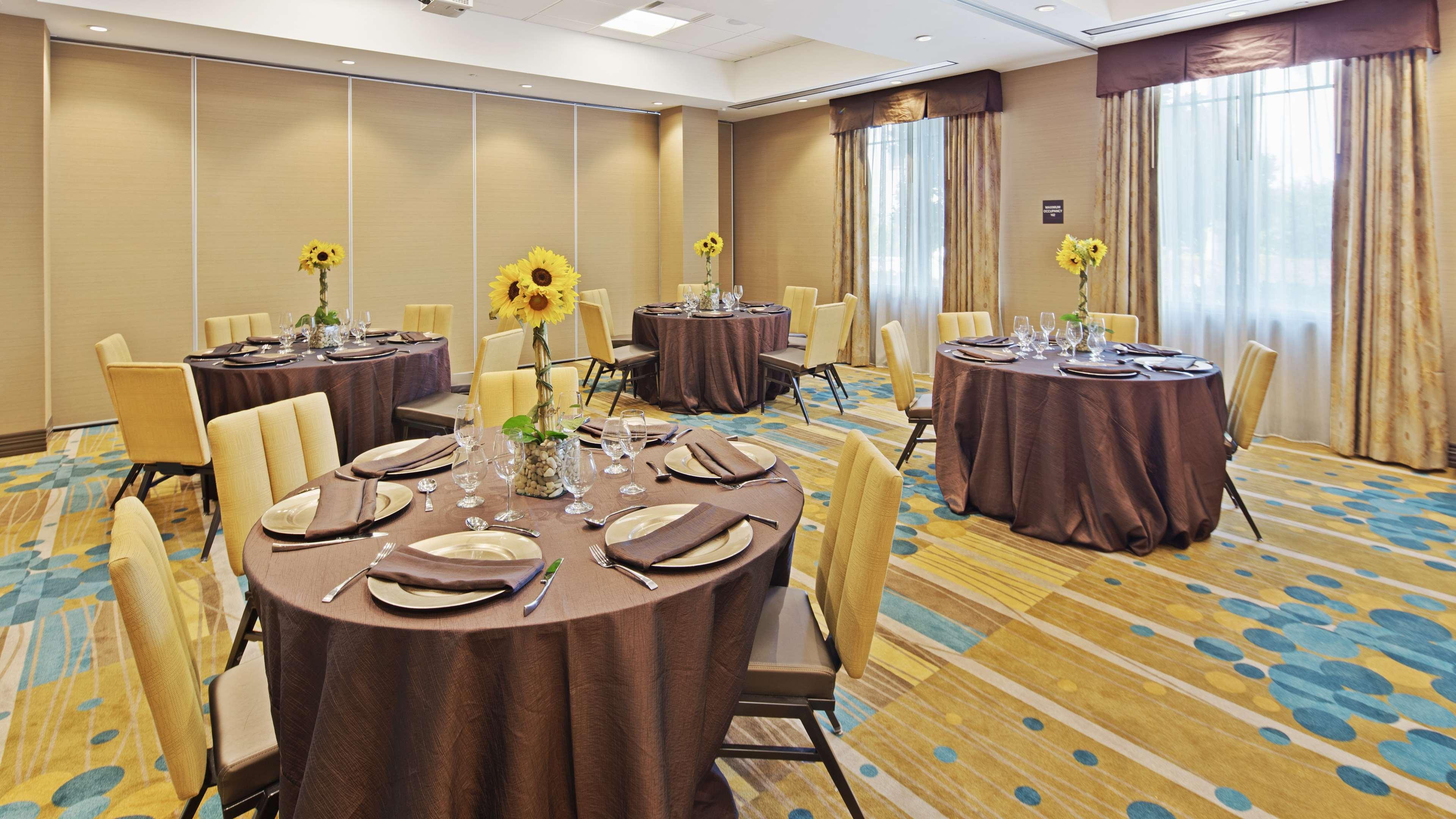 Best Western Plus Kendall Airport Hotel & Suites image 6