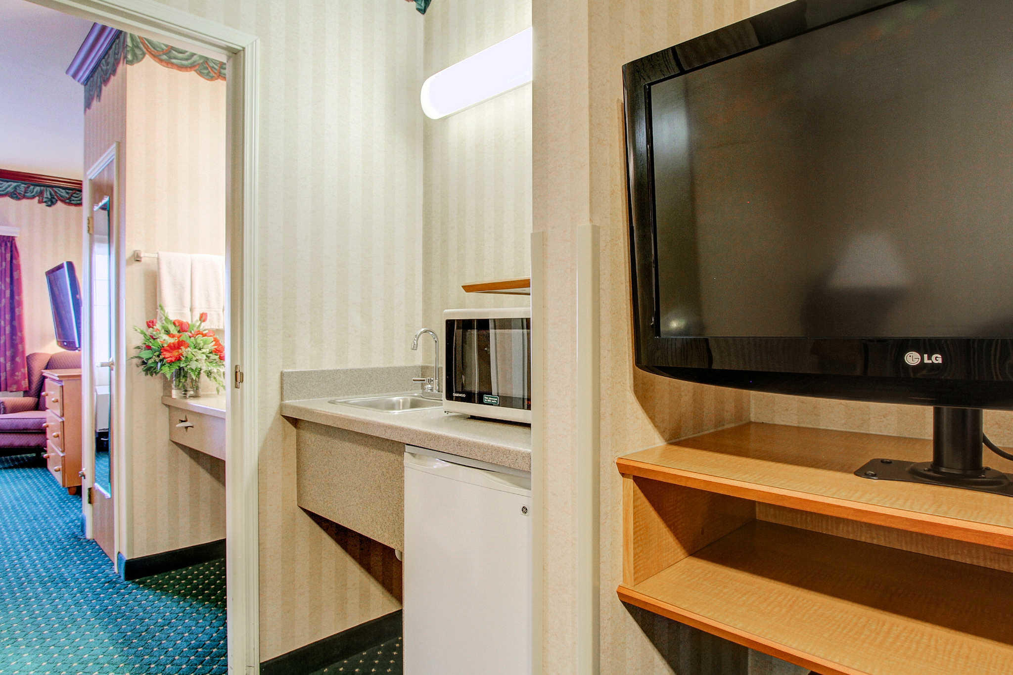 Clarion Suites Downtown image 6