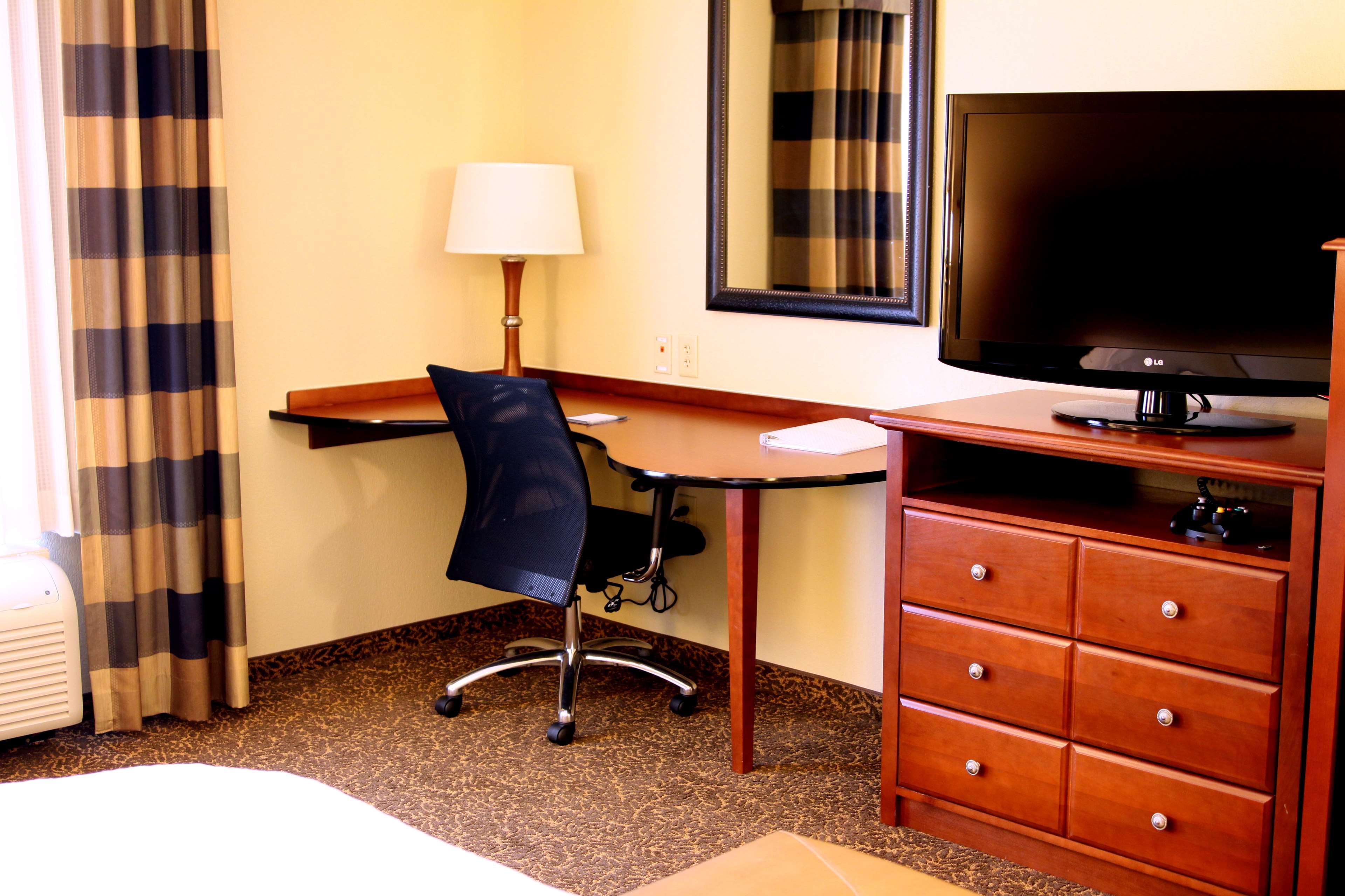 Hampton Inn & Suites Paducah image 26