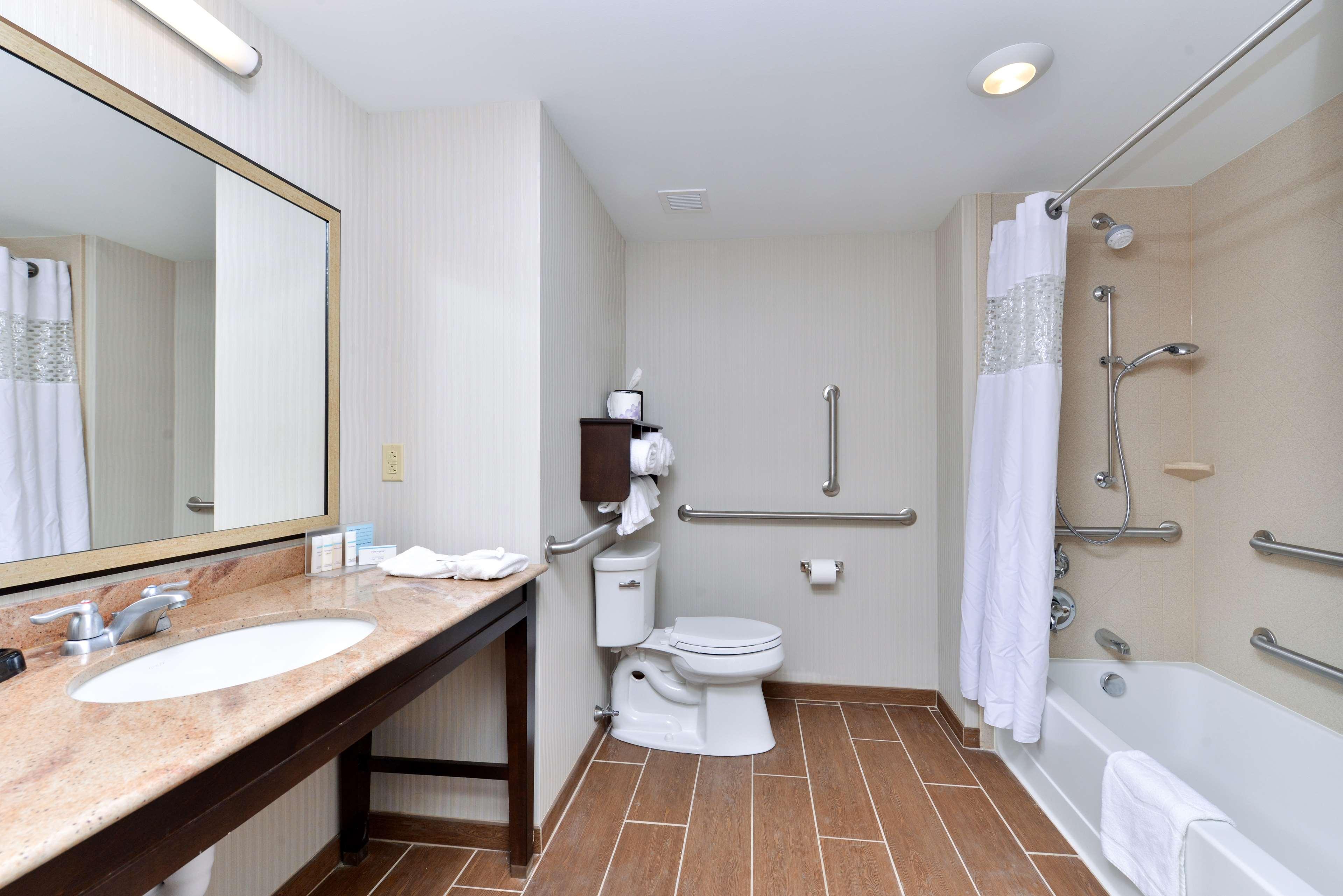 Hampton Inn & Suites California University-Pittsburgh image 14