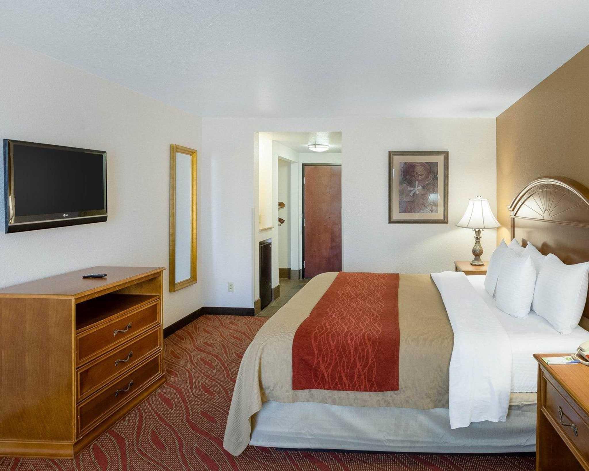Comfort Inn & Suites Near Medical Center image 6