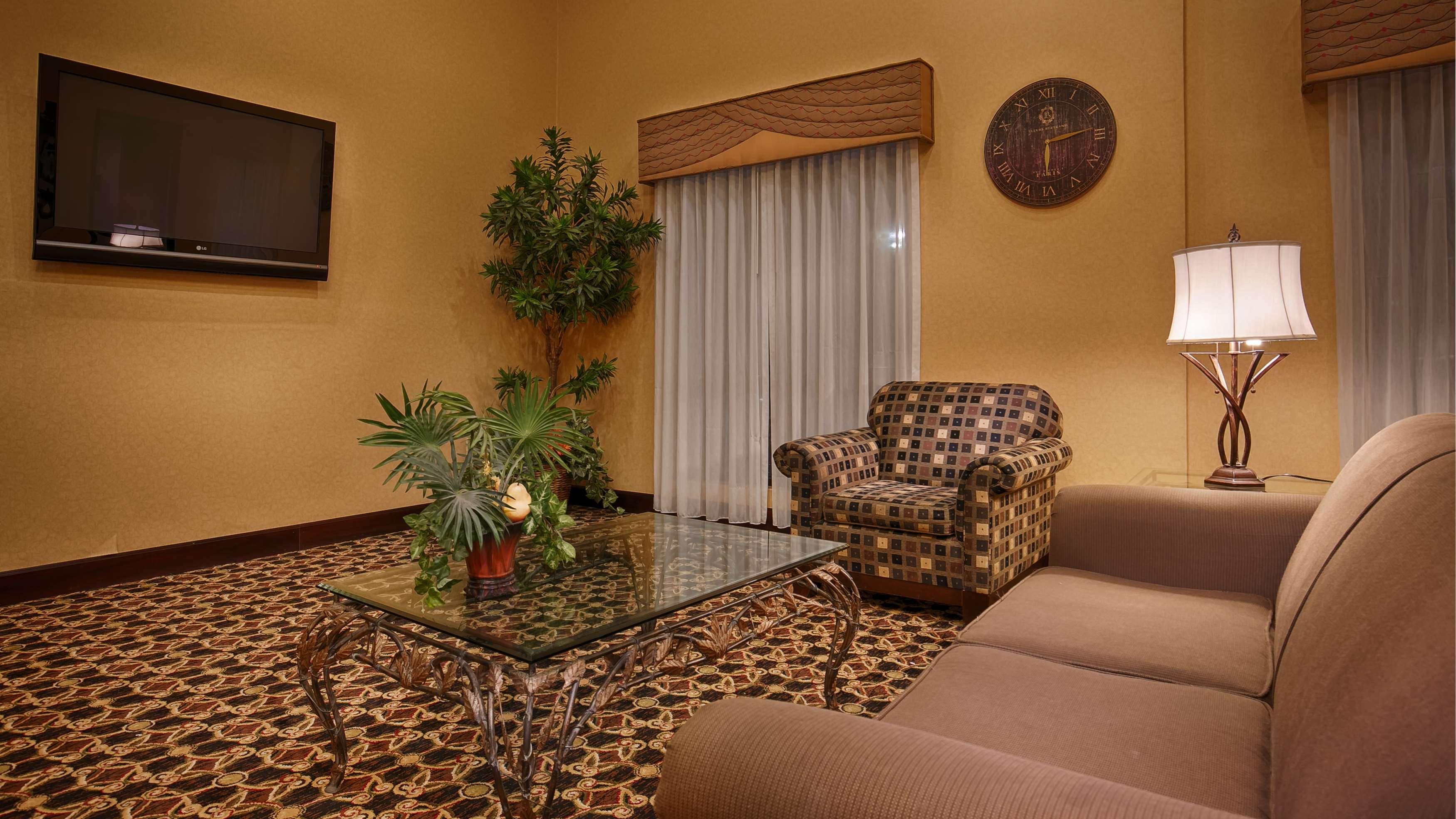 Best Western Plus Daphne Inn & Suites image 4