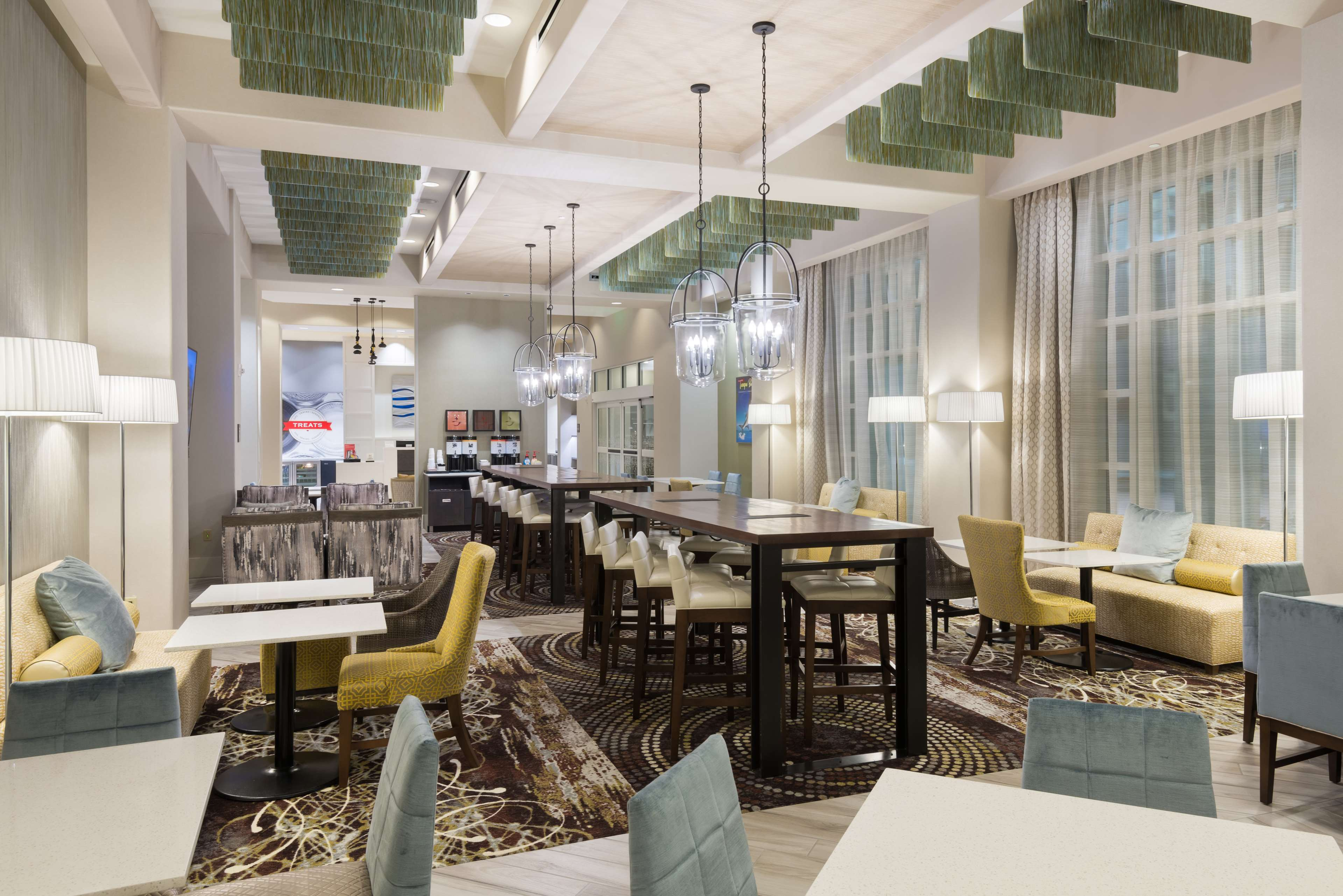Hampton Inn & Suites Tampa Airport Avion Park Westshore image 3