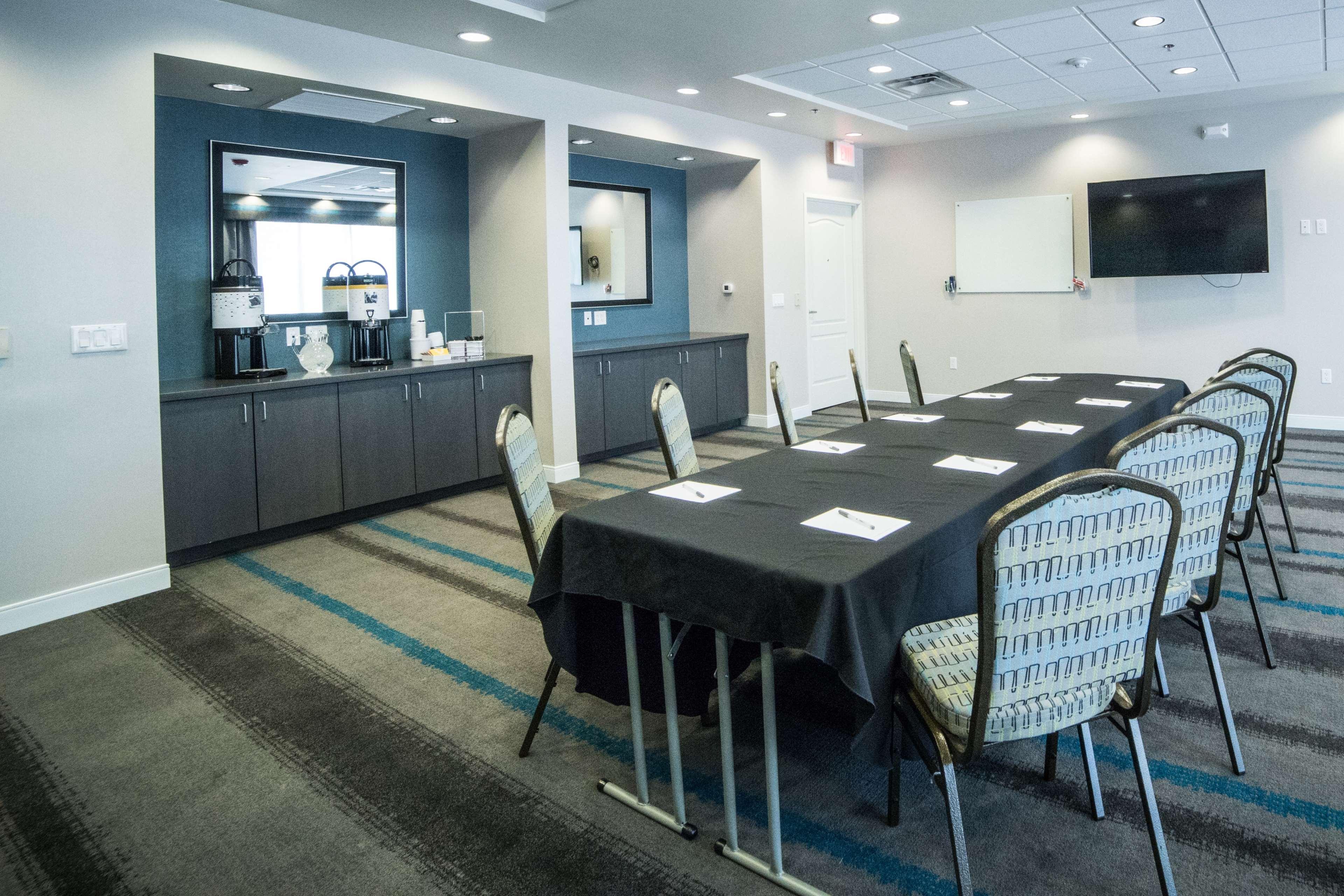 Hampton Inn & Suites Tempe - Phoenix Airport image 46