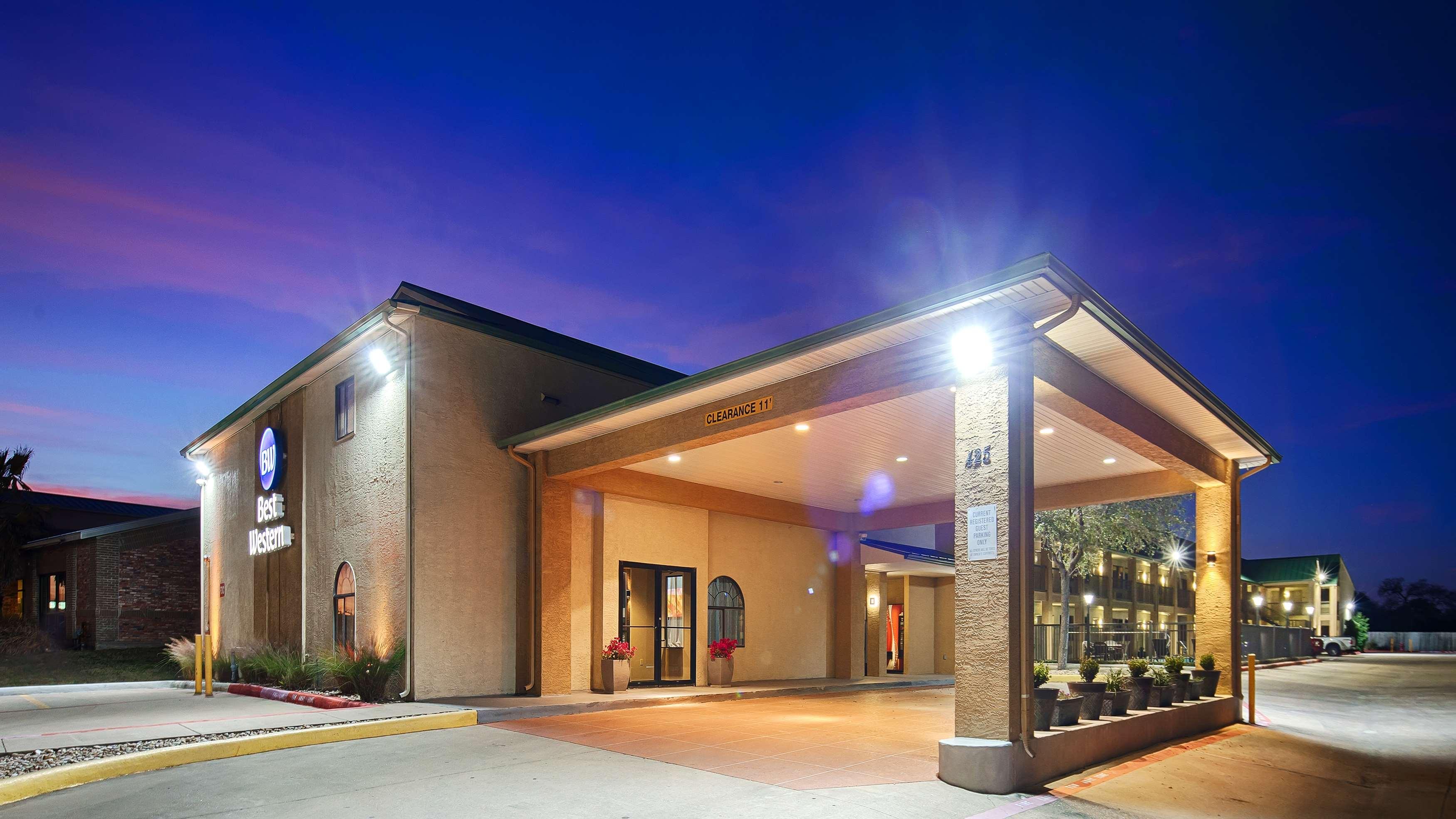 Best Western Cedar Inn image 0