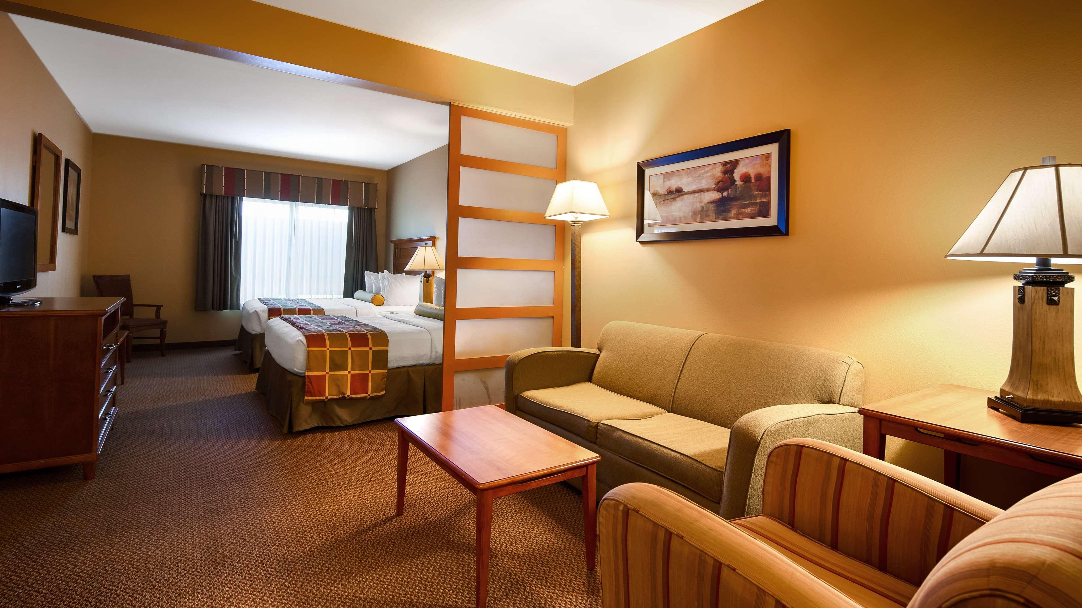 Best Western Plus University Park Inn & Suites image 8