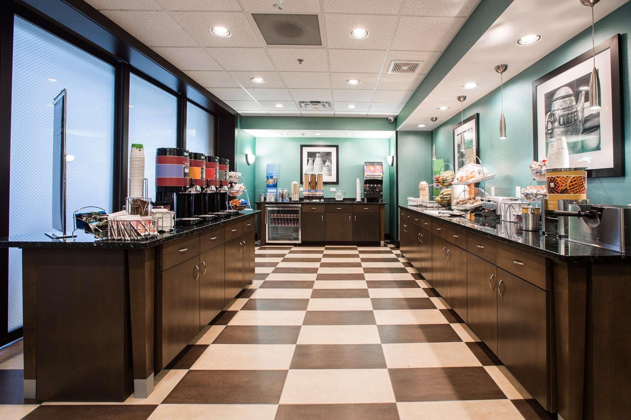 Hampton Inn & Suites Toledo/Westgate image 5