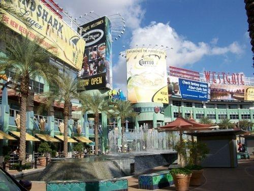 Holiday Inn Express & Suites Phoenix-Glendale image 1