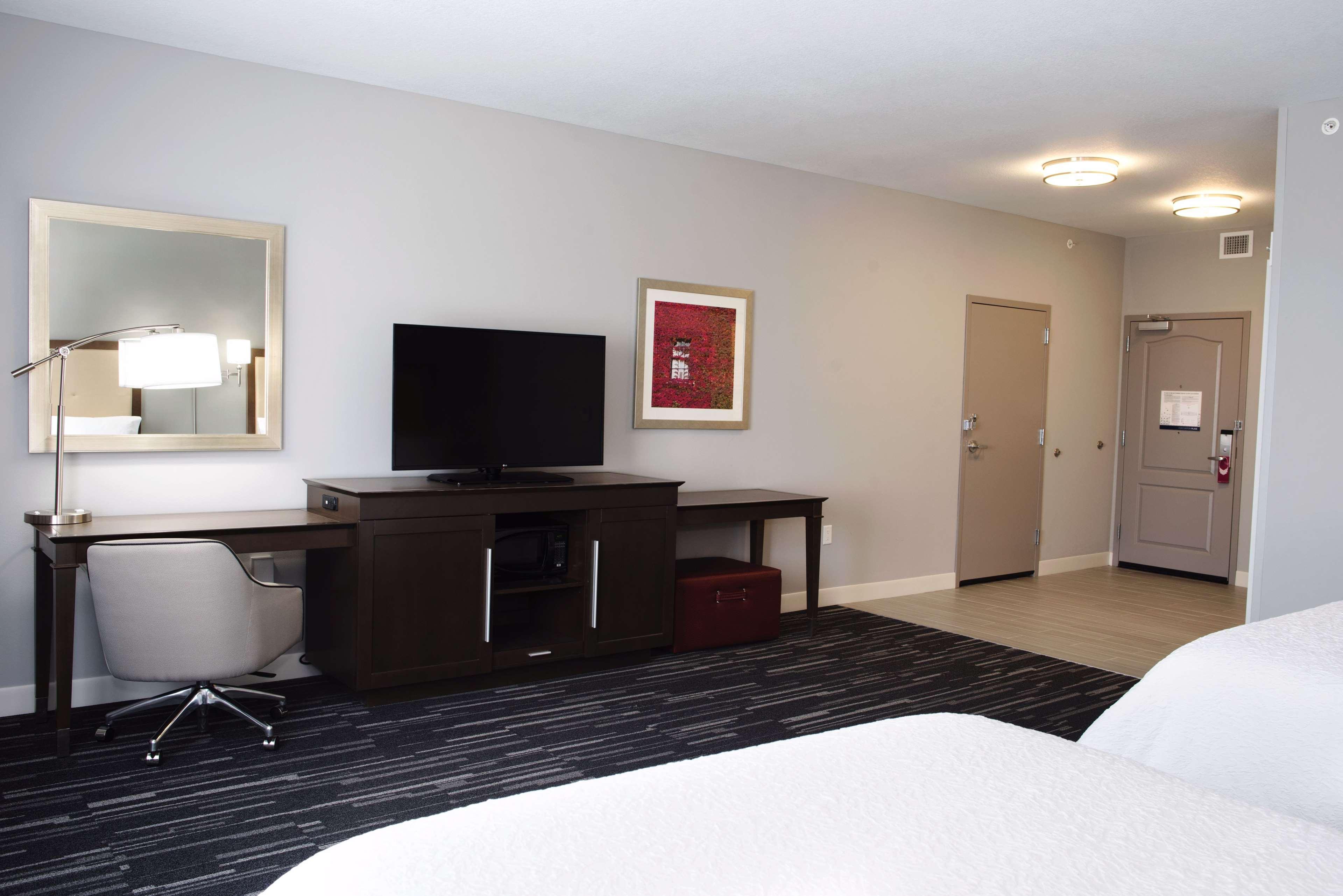 Hampton Inn & Suites Des Moines/Urbandale image 21