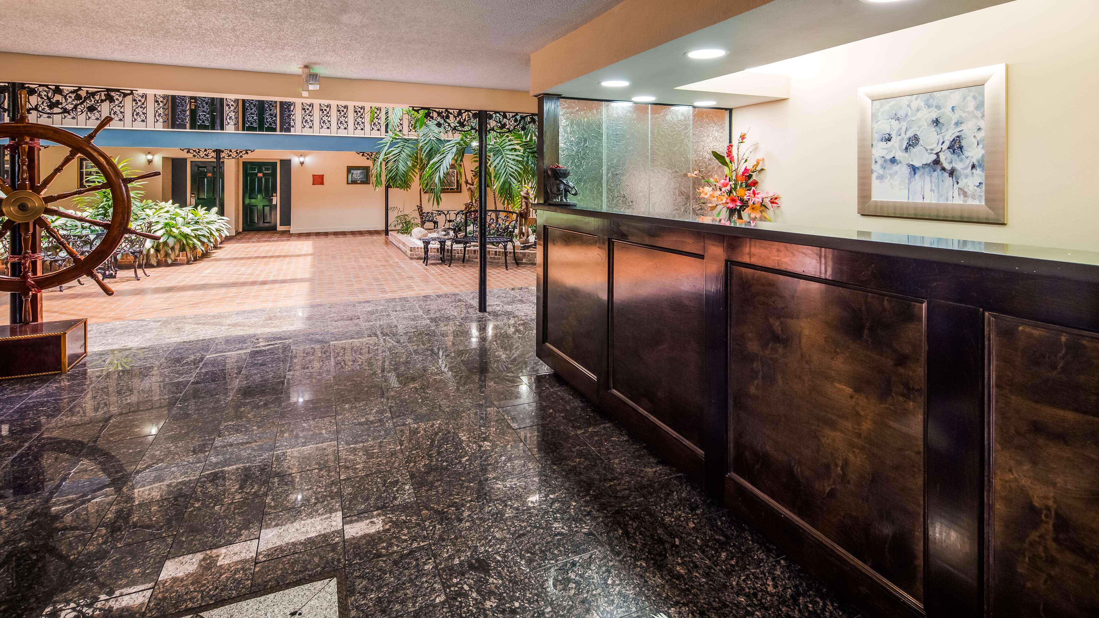 SureStay Plus Hotel by Best Western Baton Rouge image 2