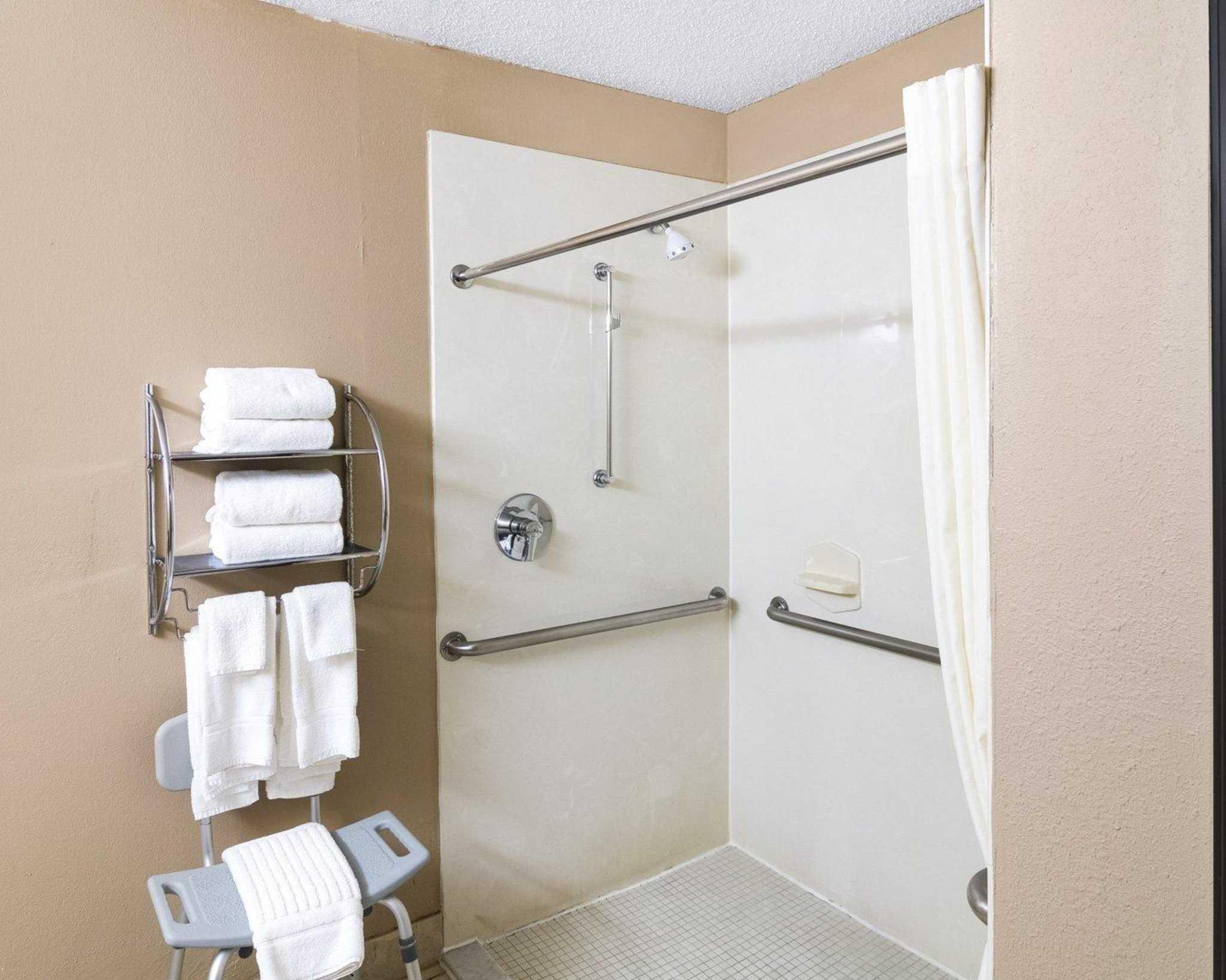 Comfort Suites Las Colinas Center image 27