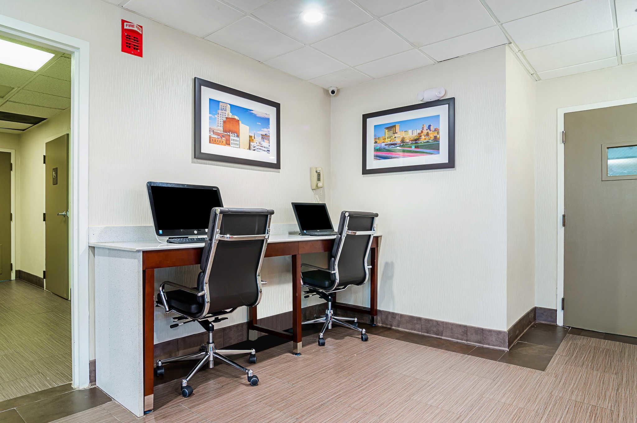 Comfort Inn & Suites Duke University-Downtown image 33