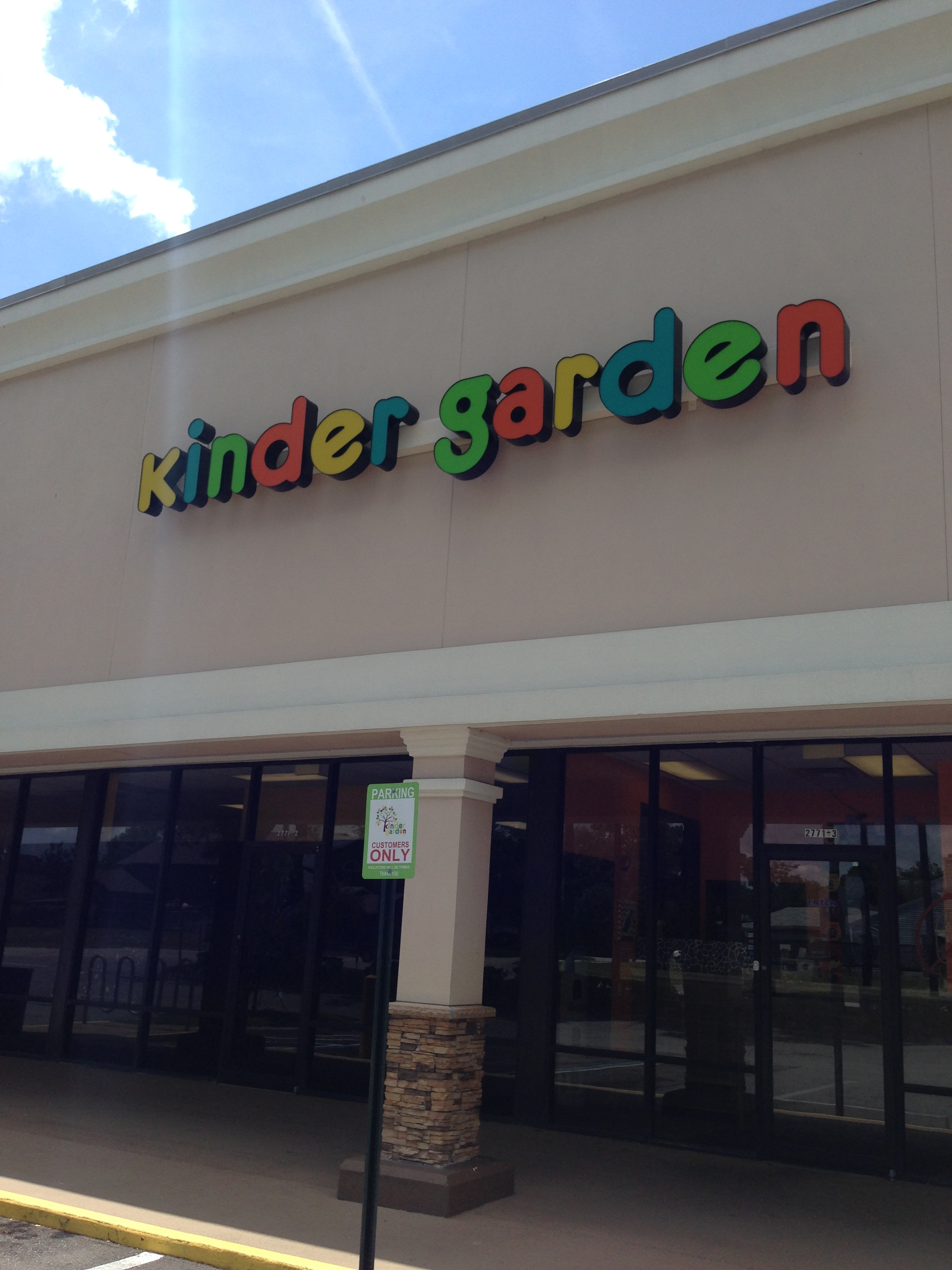 Kinder garden daycare and preschool day care center