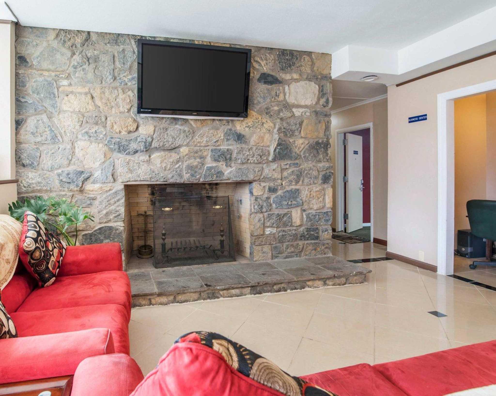 Rodeway Inn Skytop image 16